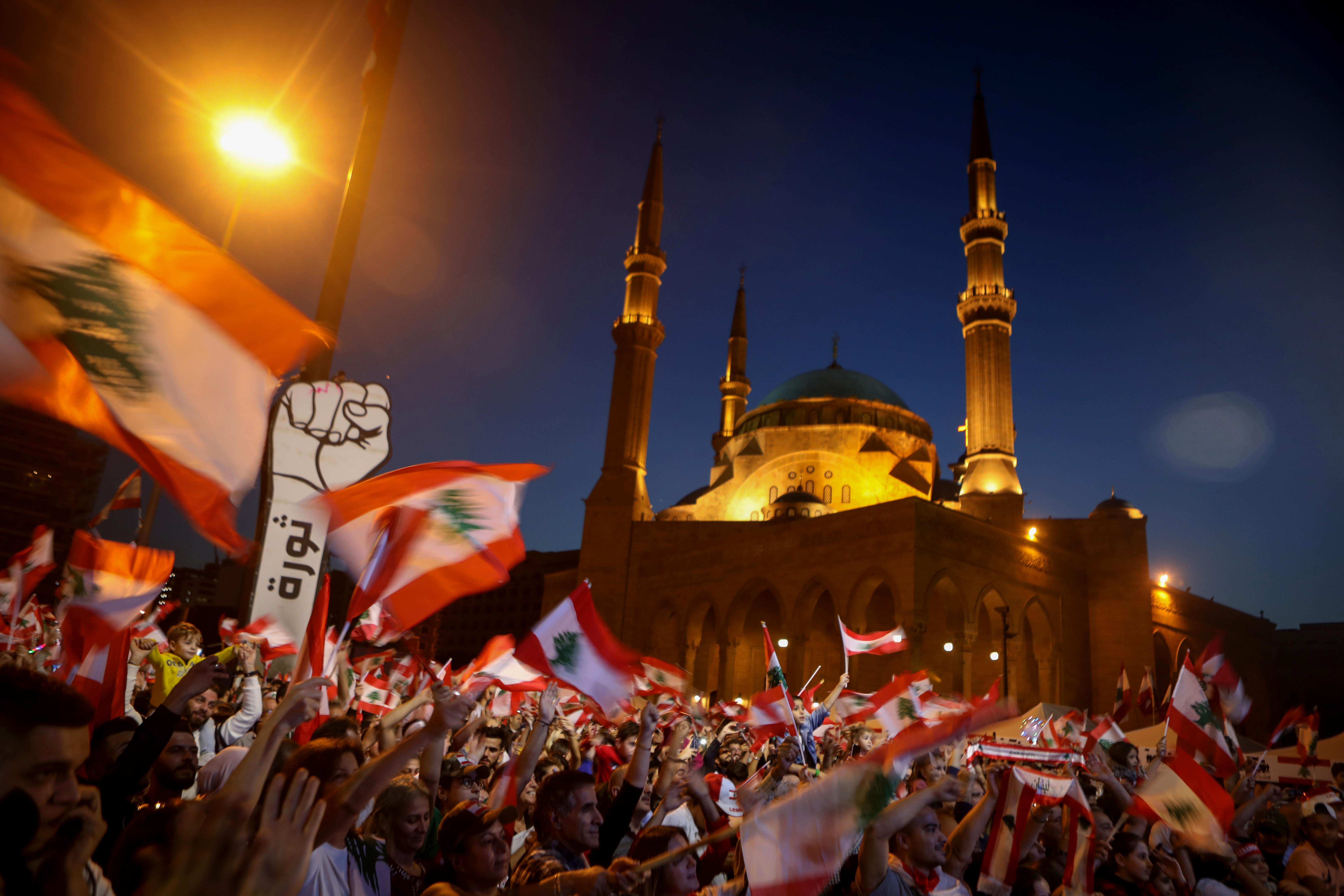 دخلت التظاهرات في لبنان شهرها الثاني