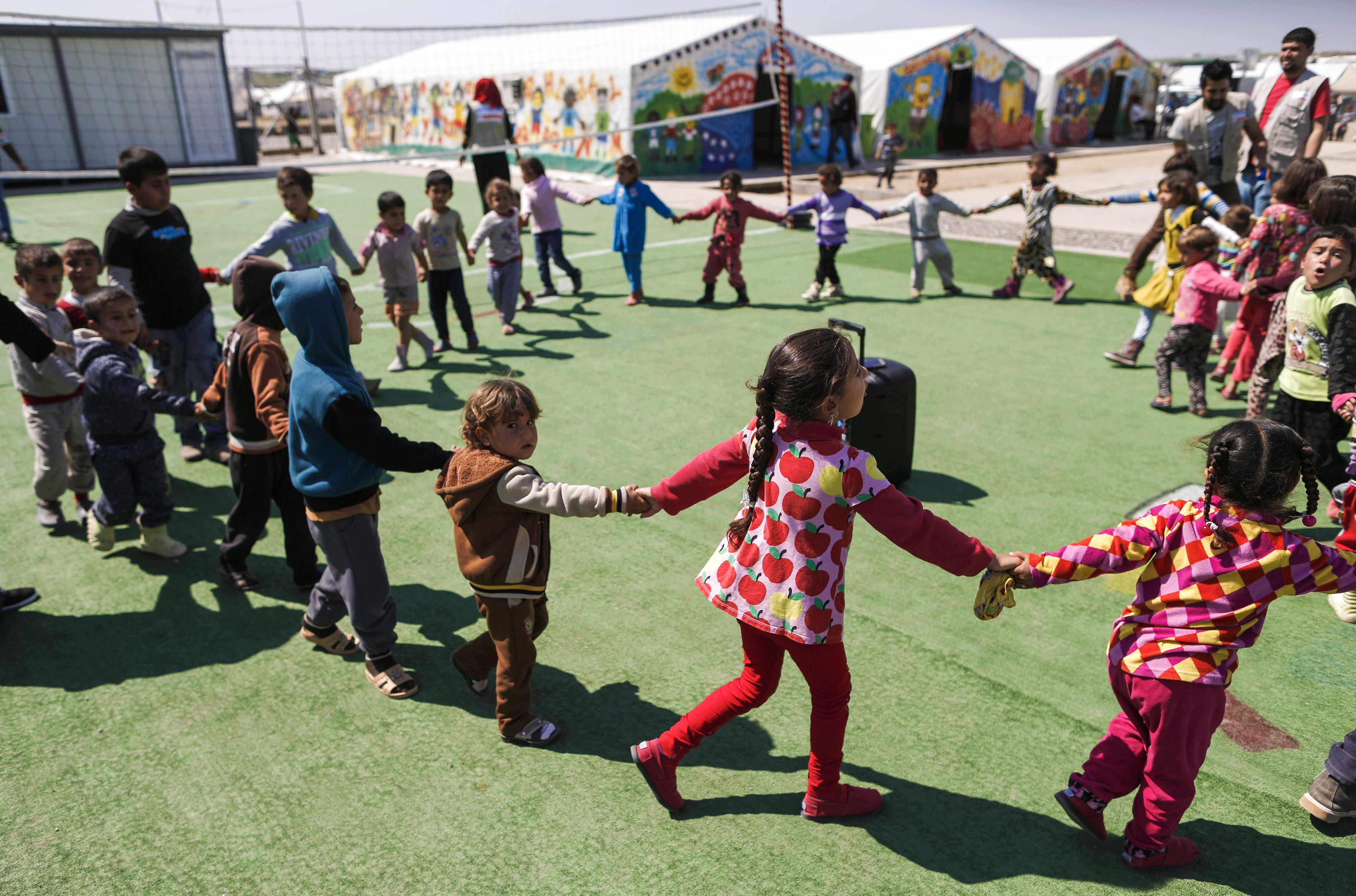 أطفال نازحون من الموصل في مخيم حسن شام