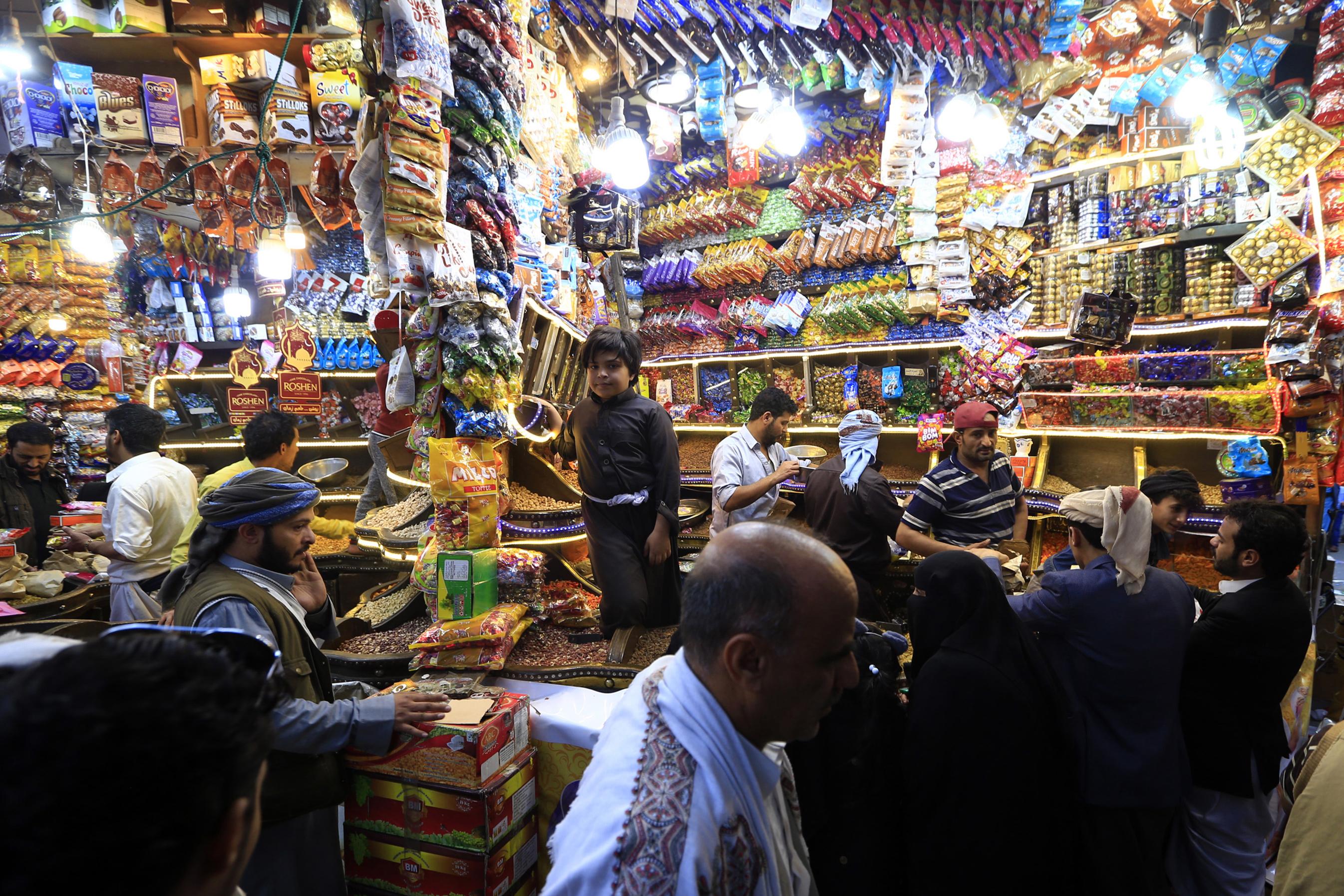 متجر لبيع الفواكه المجففة في صنعاء - اليمن