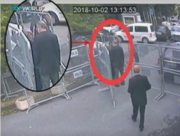 خاشقجي يتحدث لخطيبته التركية خديجة جنكيز قبيل دخوله لمقر القنصلية السعودية