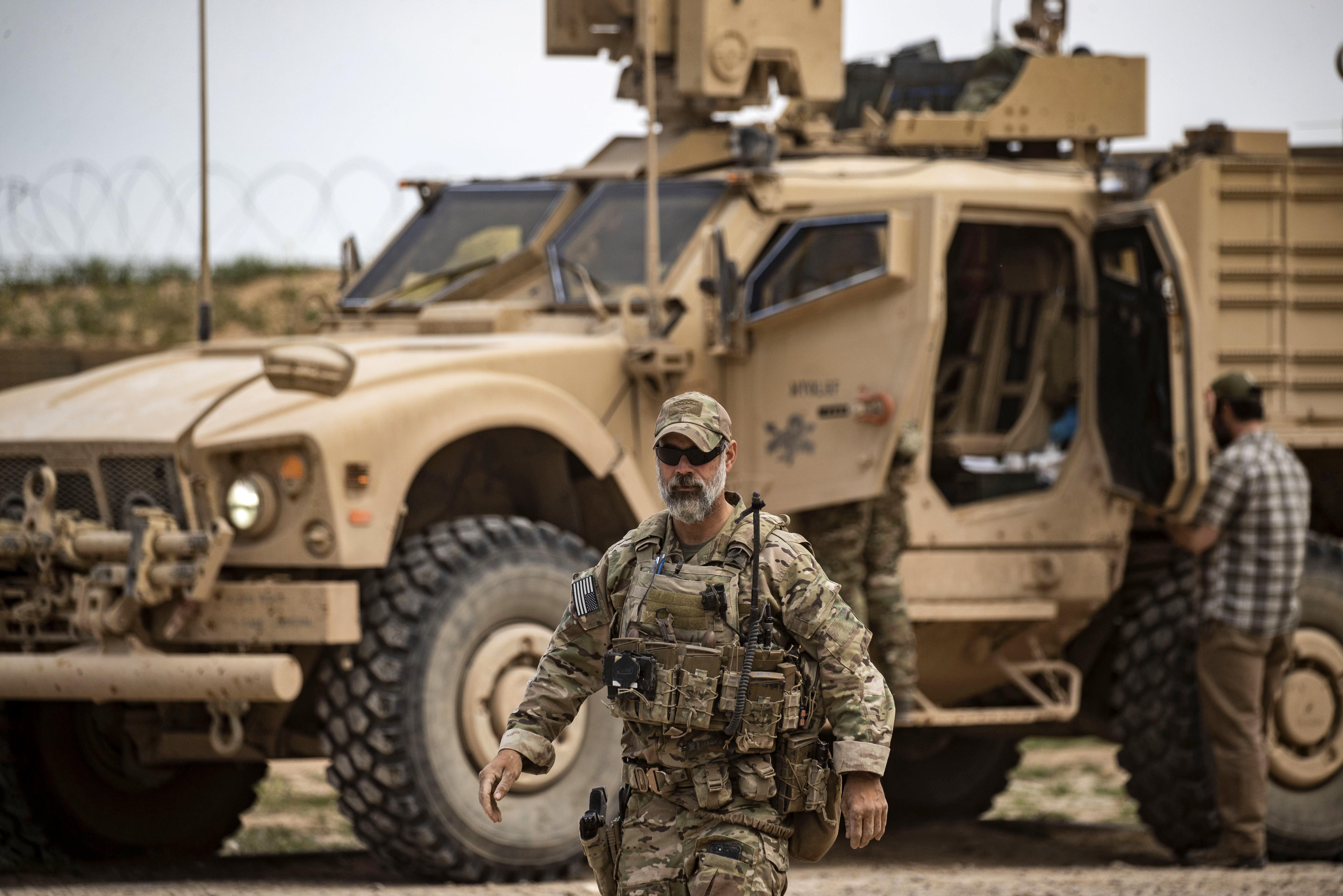 دورية أميركية قرب حقل العمر النفطي شرقي سوريا - أرشيف