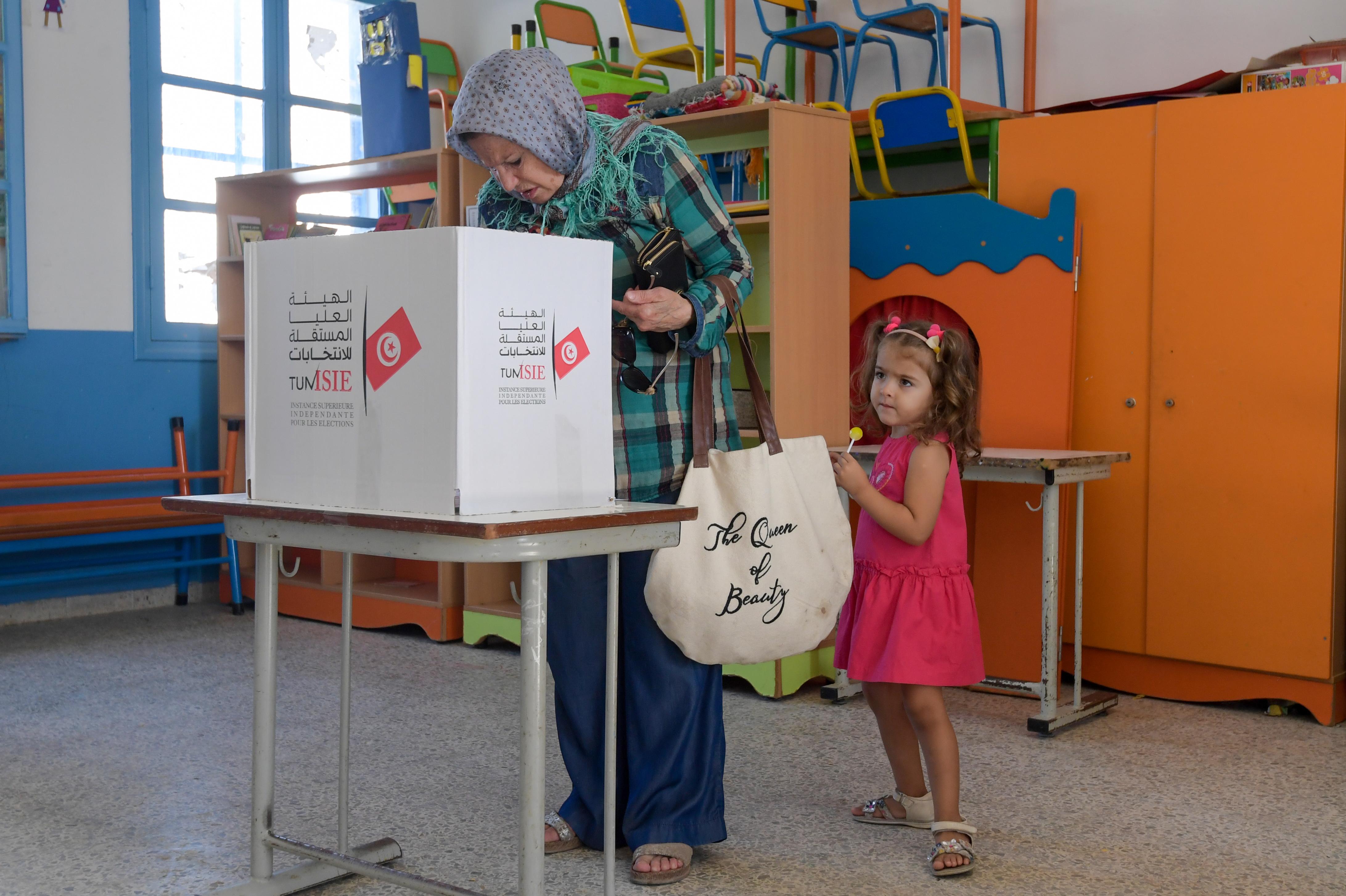 أجيال جديدة تشهد عملية الانتقال الديمقراطي