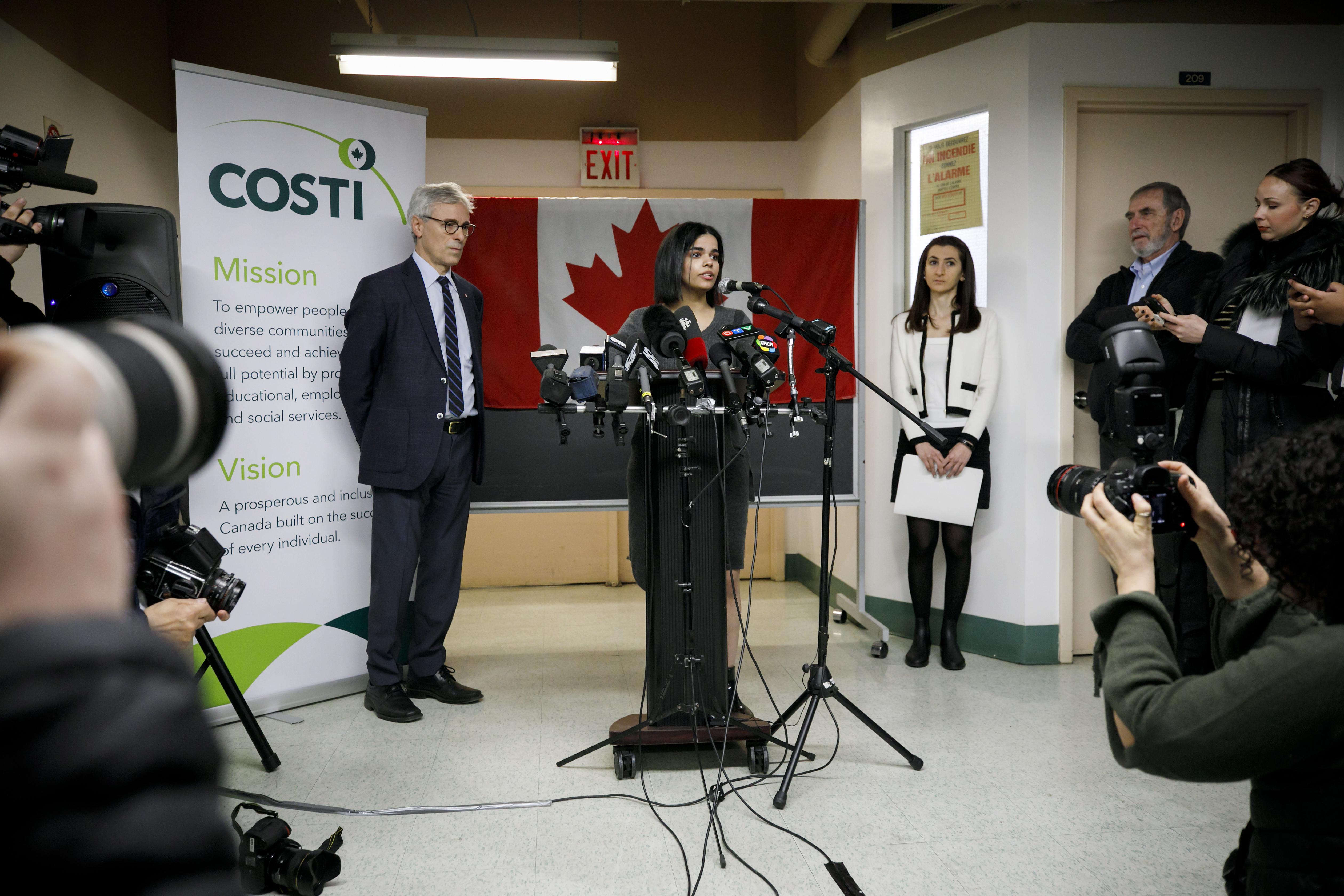رهف خلال مؤتمر صحفي في كندا
