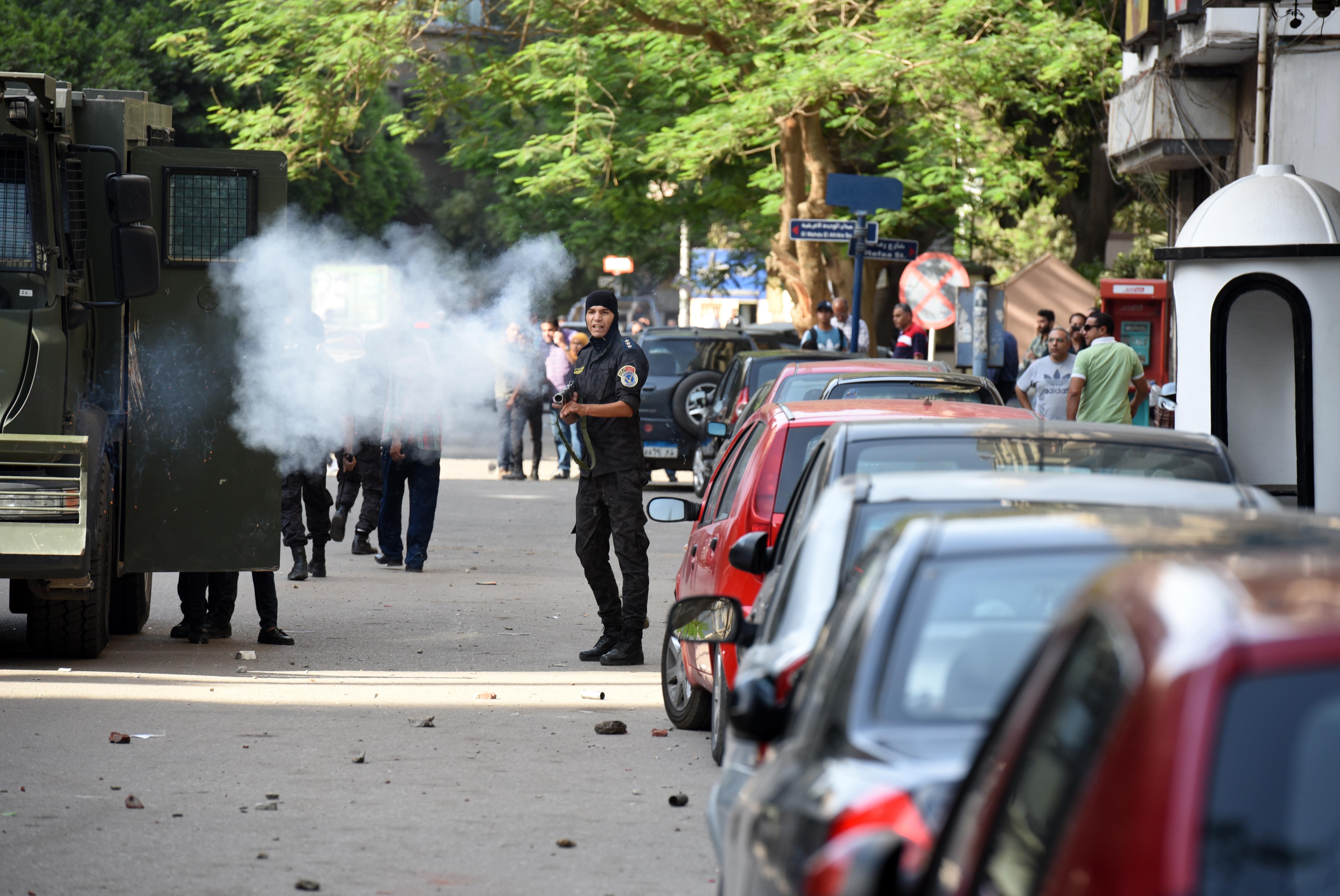 الشرطة المصرية تطلق الغاز المسيل للدموع على متظاهرين ضد اتفاقية ترسيم الحدود البحرية مع السعودية