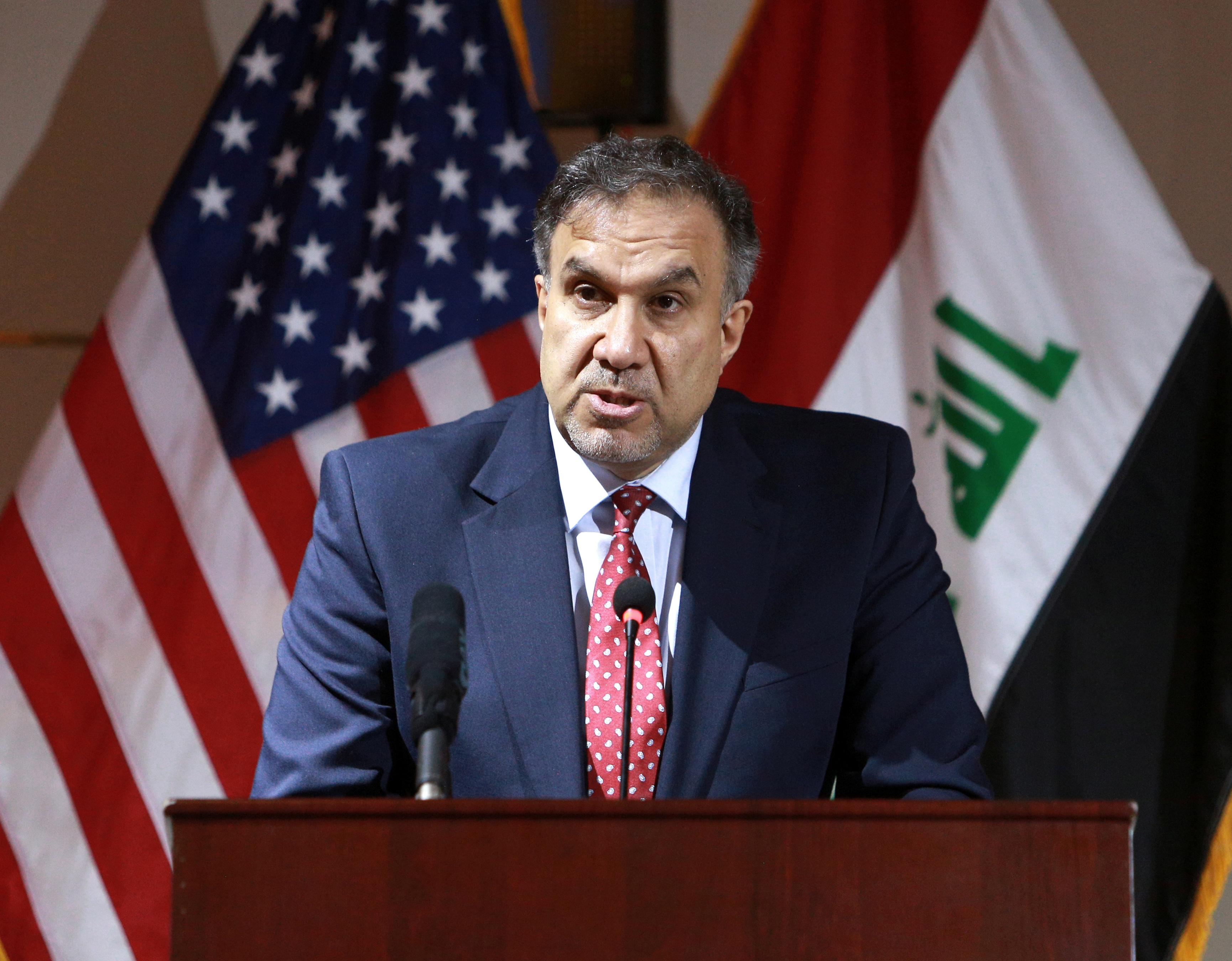 وزير الكهرباء العراقي لؤي الخطيب يتحدث في مؤتمر صحفي بعد توقيع عقد مع شركة جنرال إليكتريك الأميركية