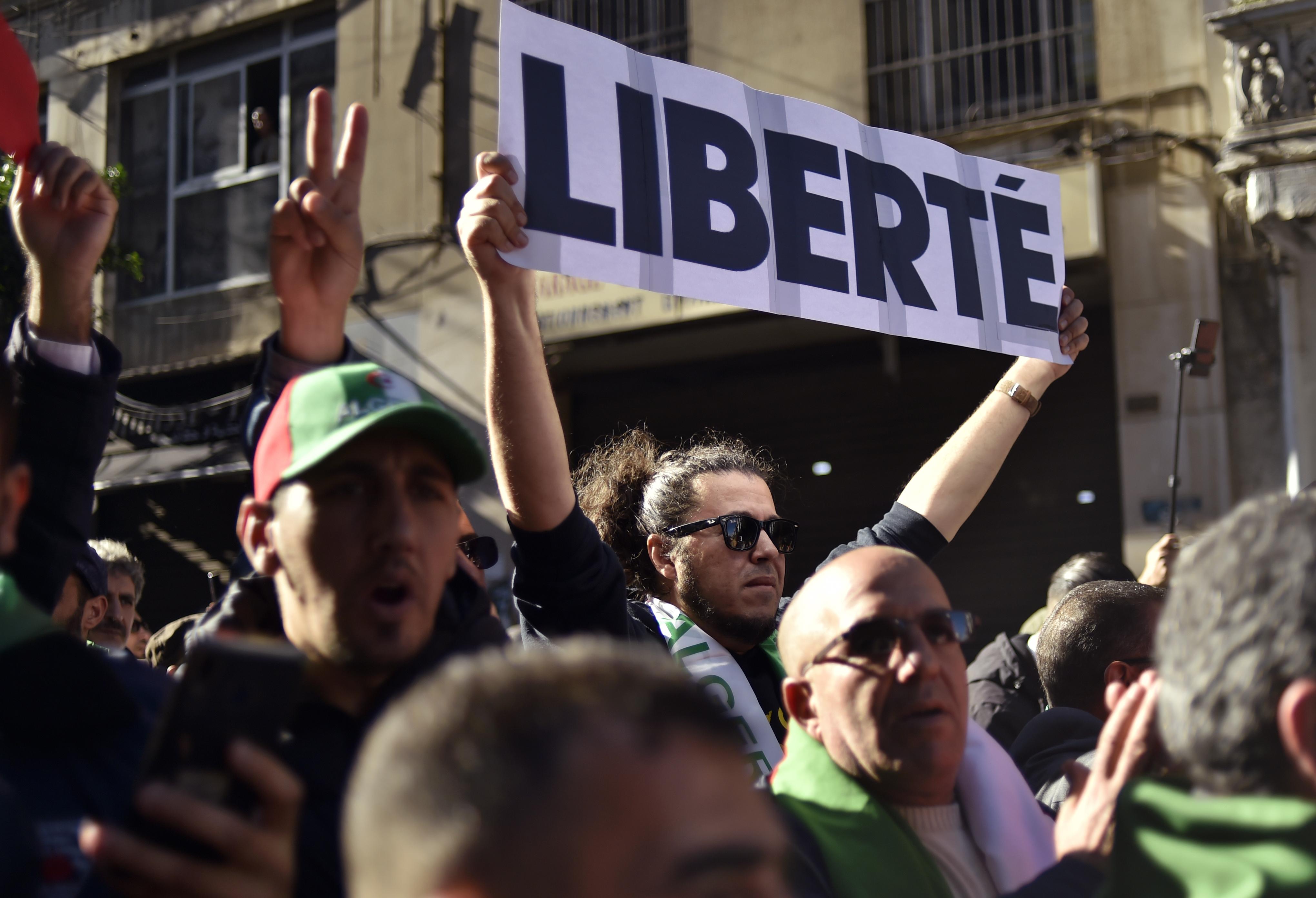 تظاهرة في الجزائر رفضا للانتخابات الرئاسية