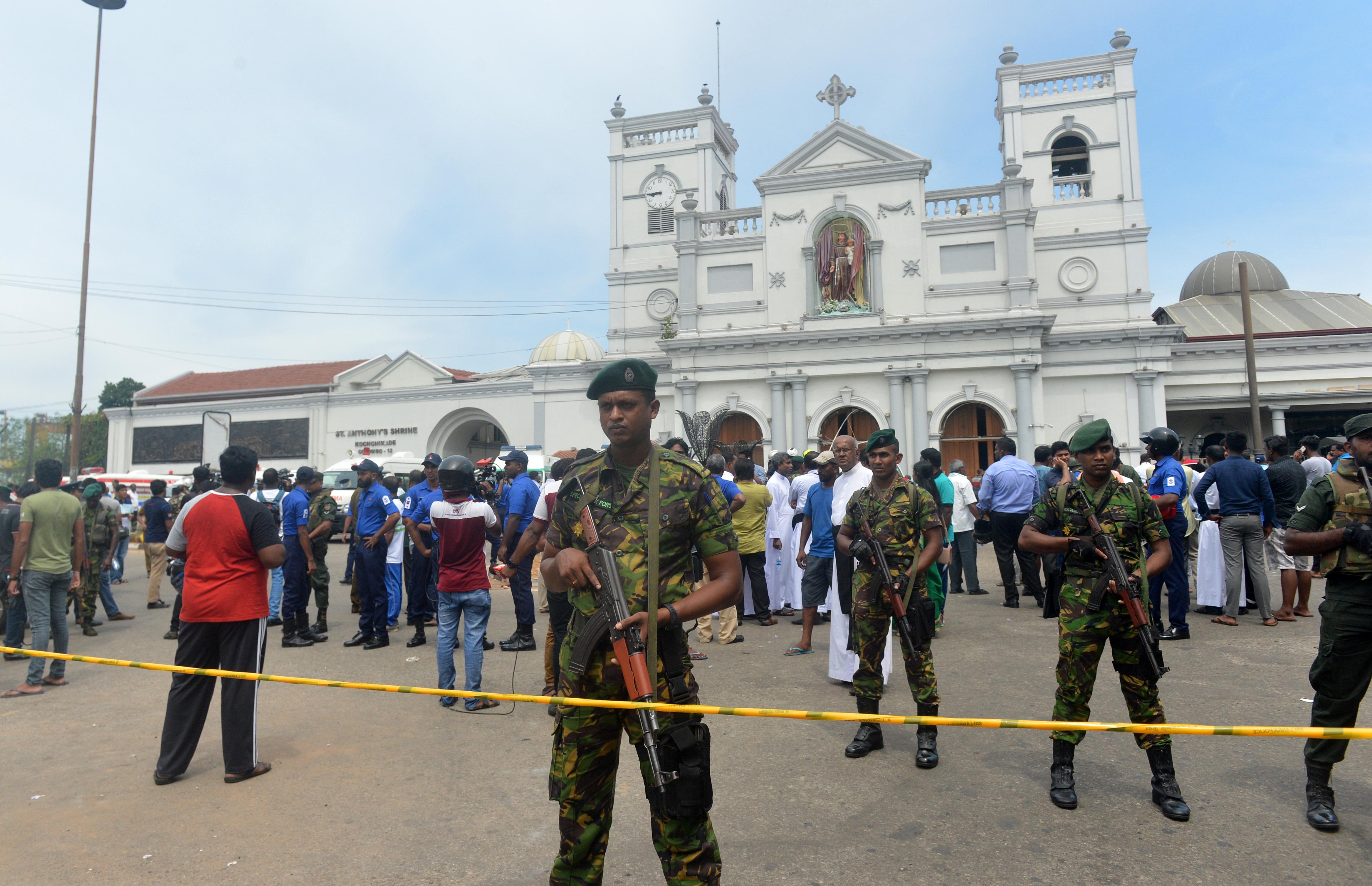 قوات الأمن تطوق كنيسة تعرضت لهجوم في العاصمة السريلانكية كولومبو