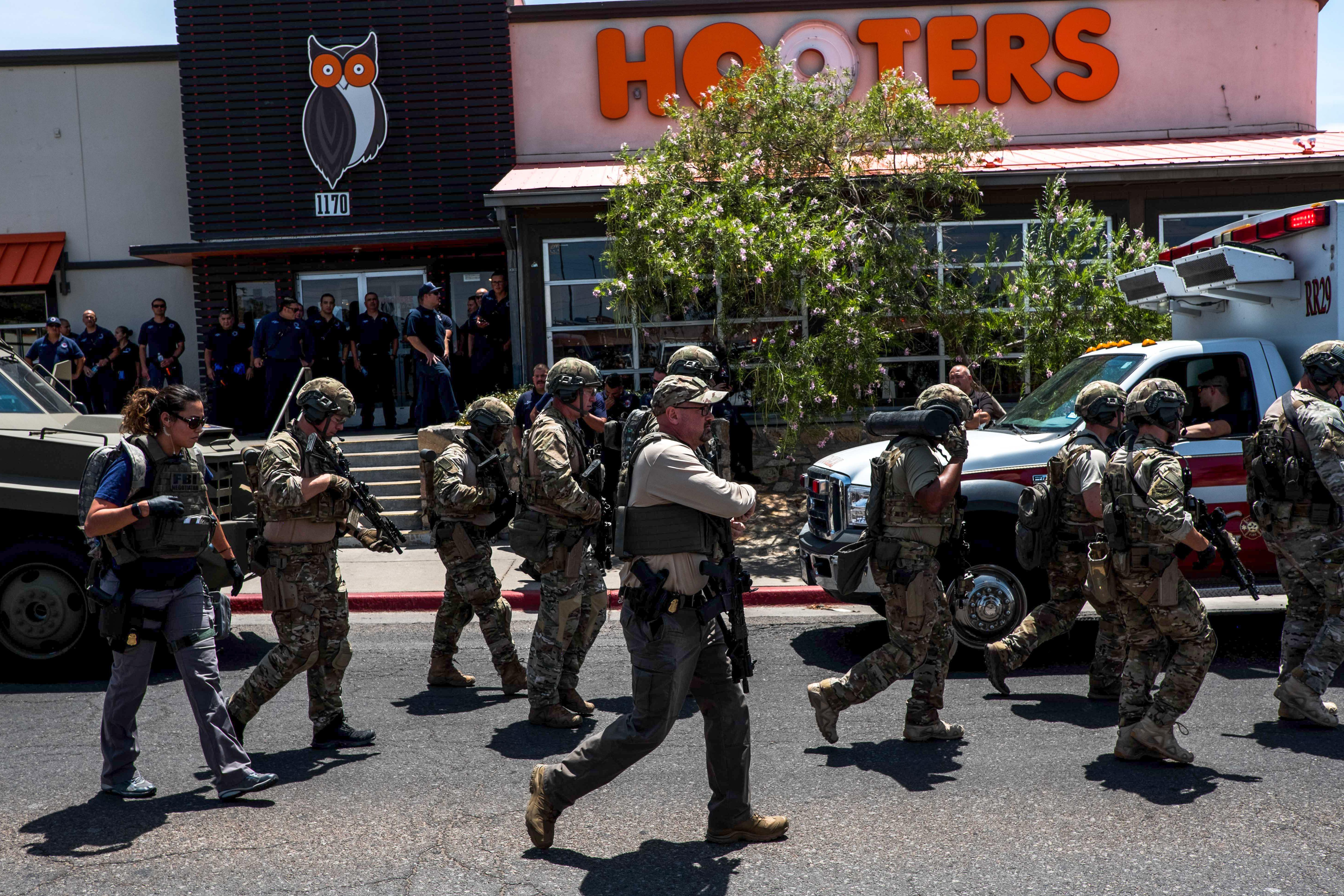قوات الأمن في موقع إطلاق النار