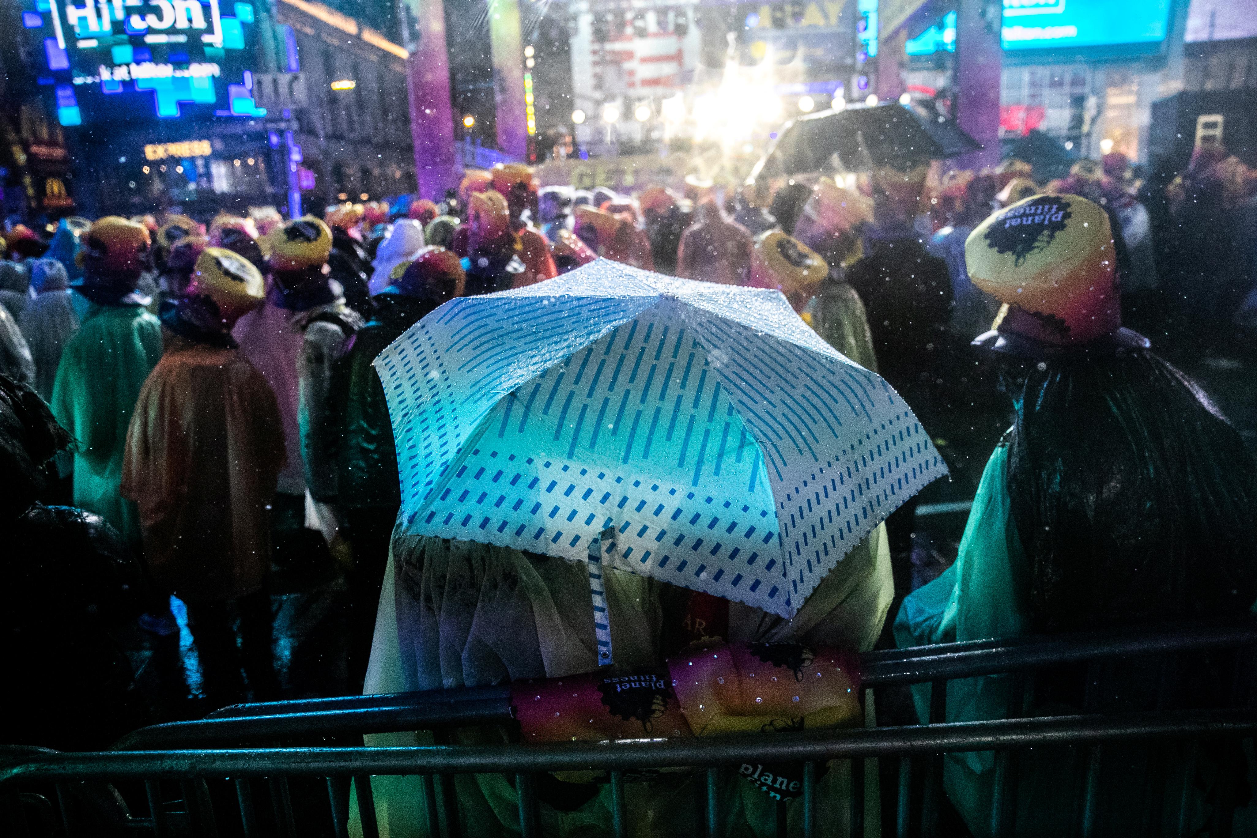 حشود كبيرة ليلة رأس السنة في تايمز سكوير