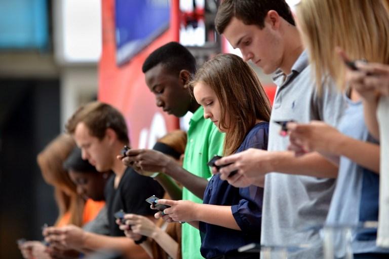تطبيقات الهواتف الذكية بدأت تلهي الشباب عن فيسبوك