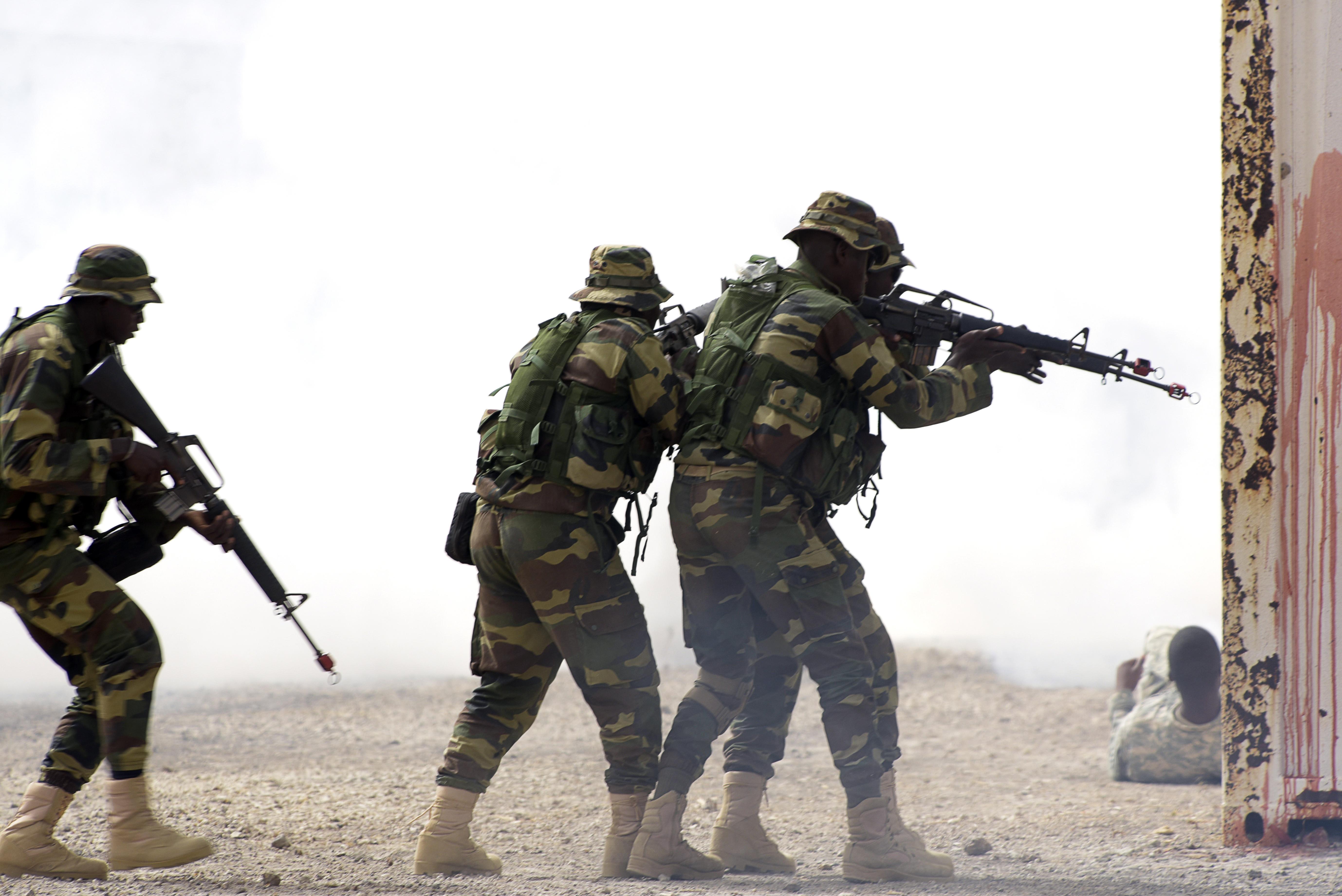 جنود سنغاليون خلال مناورات عسكرية مشتركة مع قوات مكافحة الإرهاب الأميركية والأوروبية