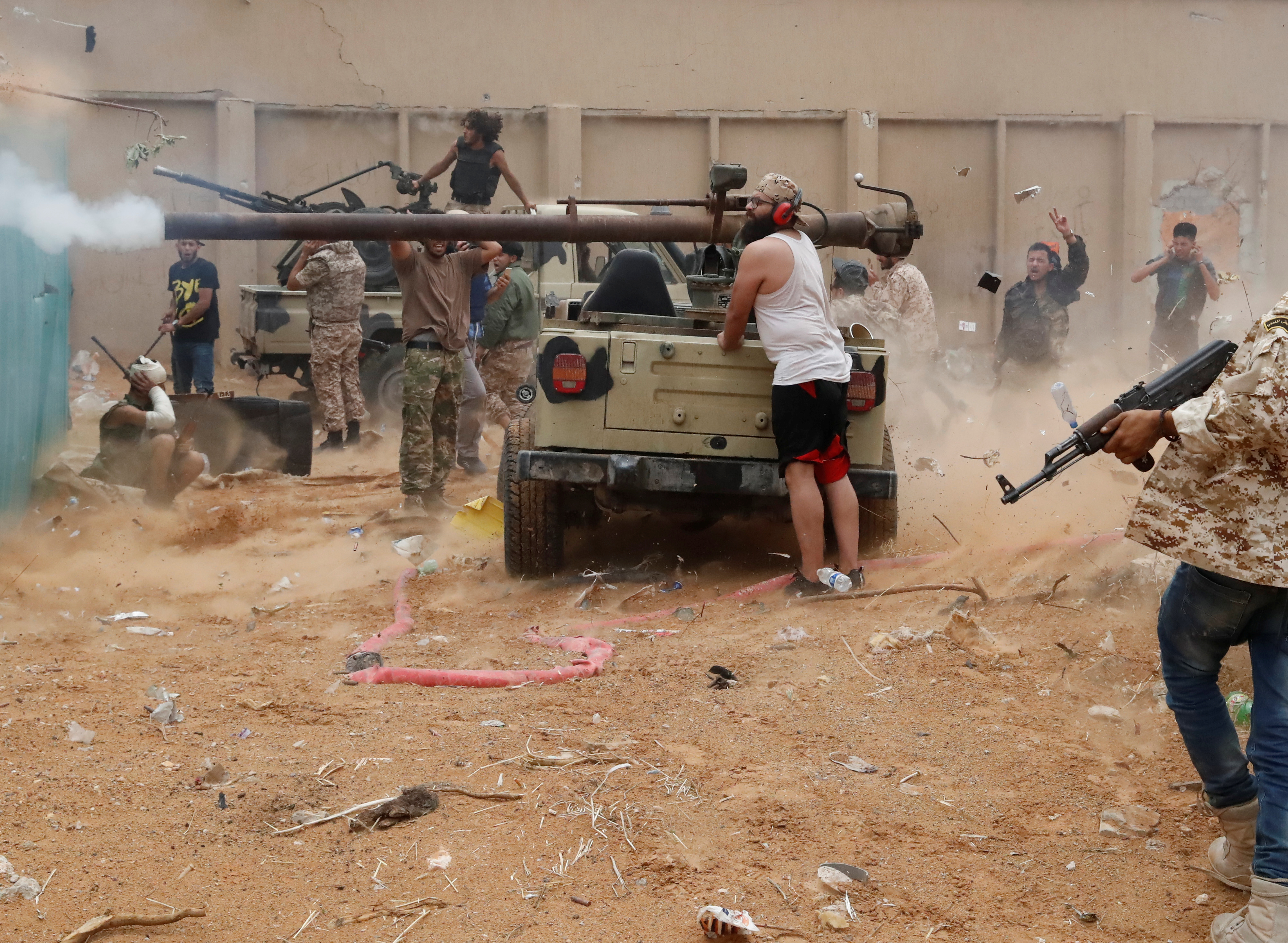 """Intermittent clashes between forces """"The Government of National Accord"""" And the""""Libyan National Army"""" Despite the truce"""