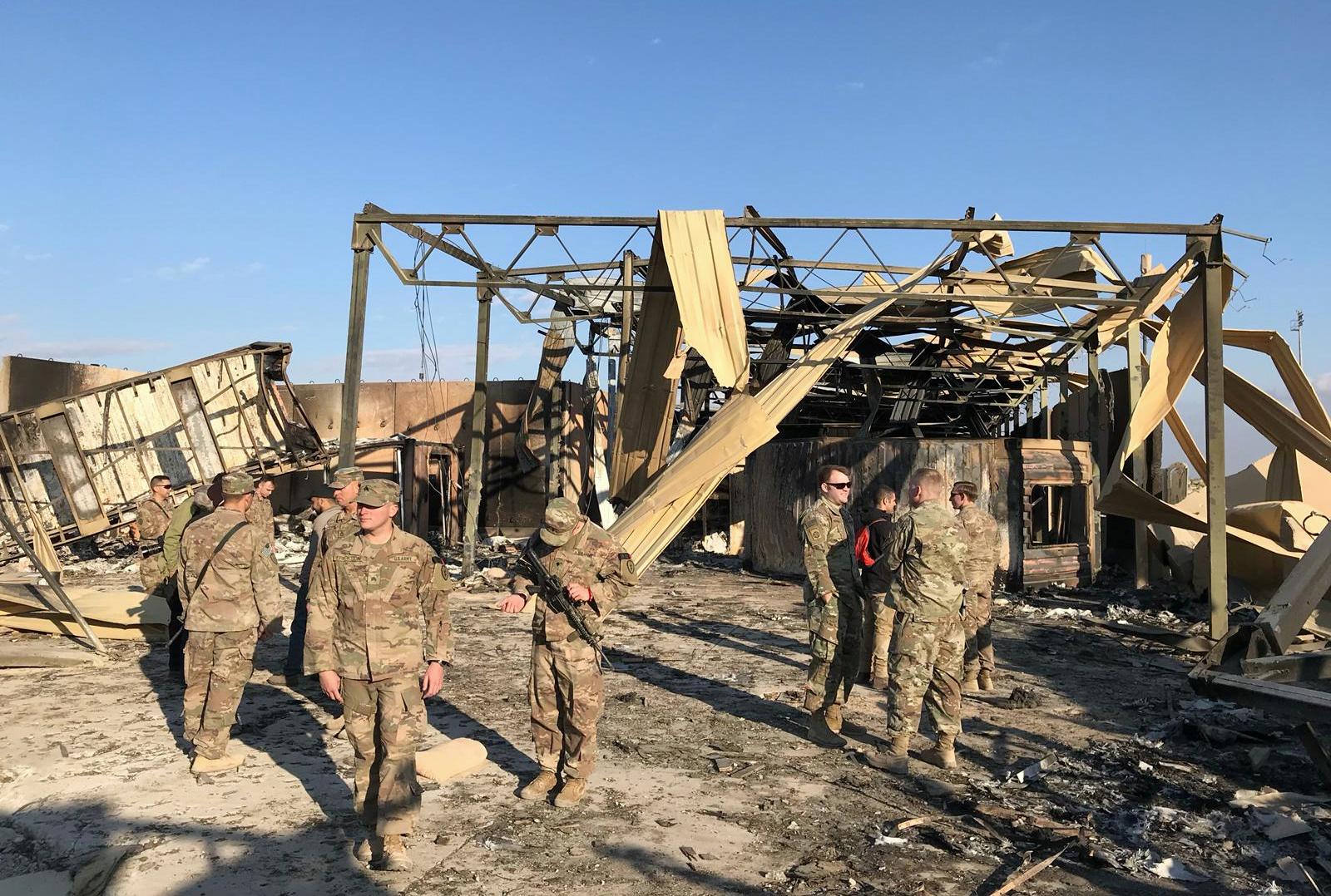 جنود أميركيون في قاعدة عين الأسد التي تعرضت لقص إيراني