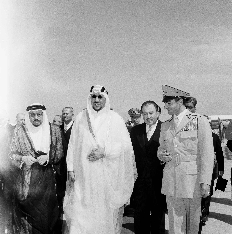 الملك سعود يزور طهران في 1955