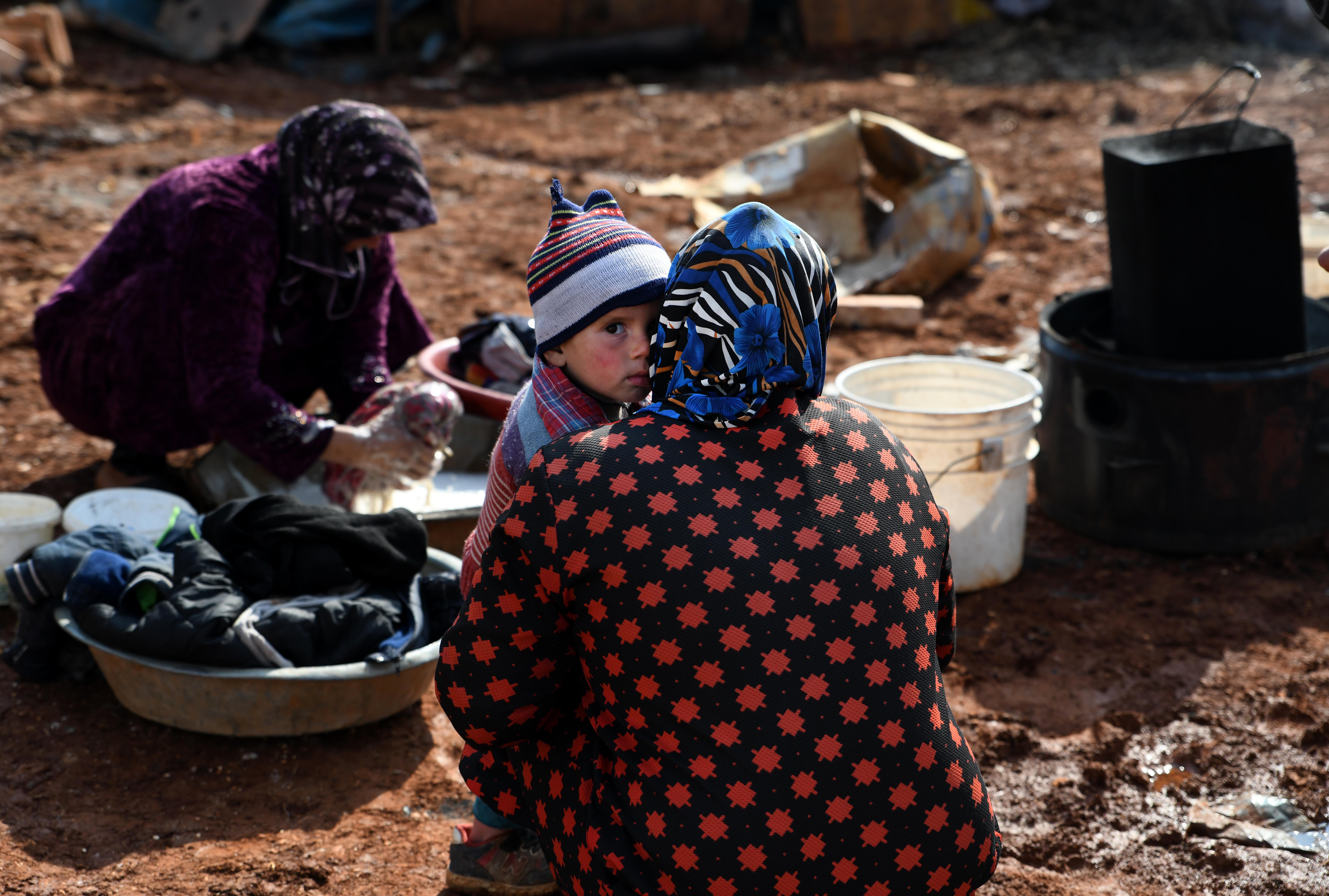 الصقيع يلاحق النازحين من ويلات الحرب في سوريا