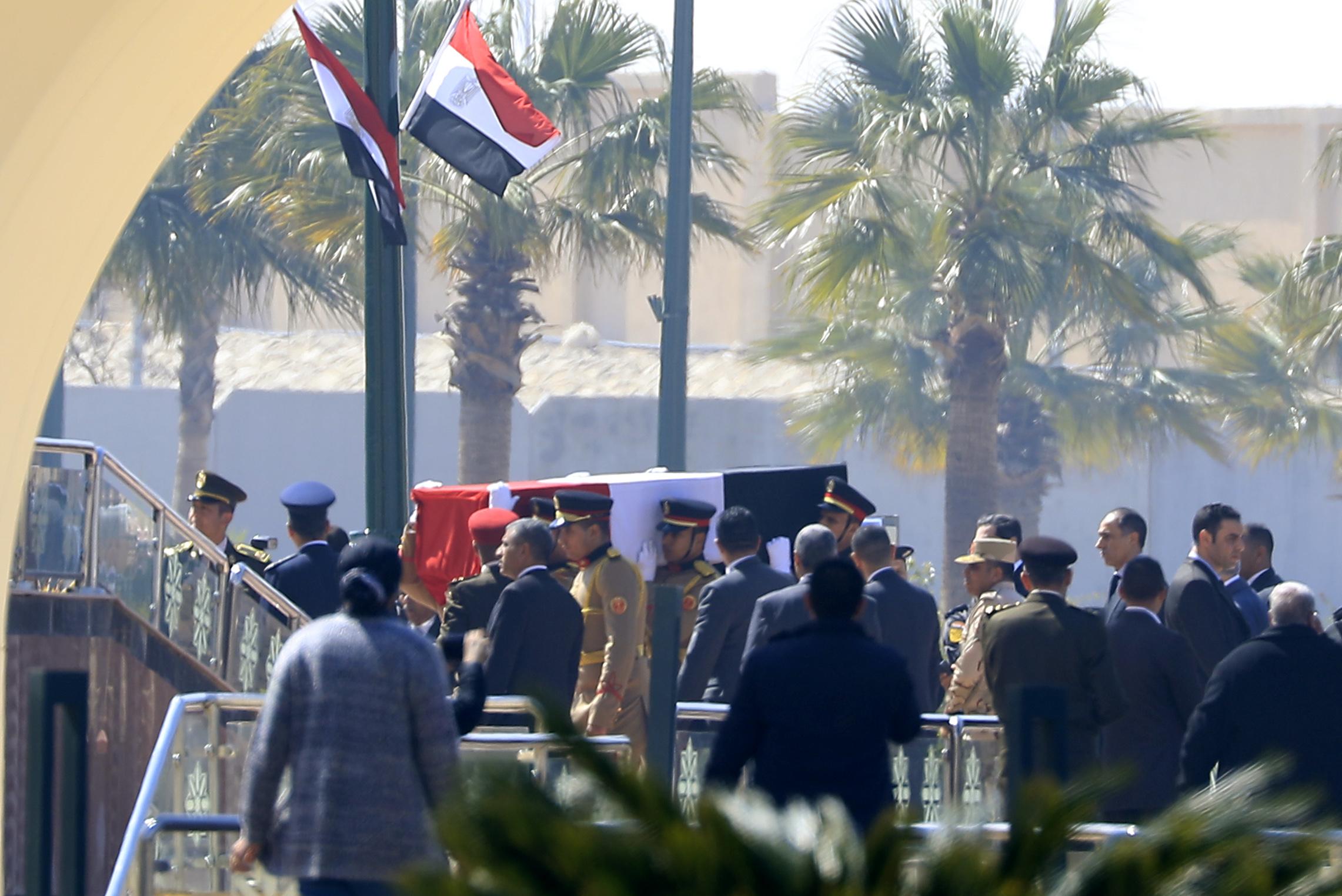 أعلنت الرئاسة المصرية أنها ستتولى أمور الجنازة