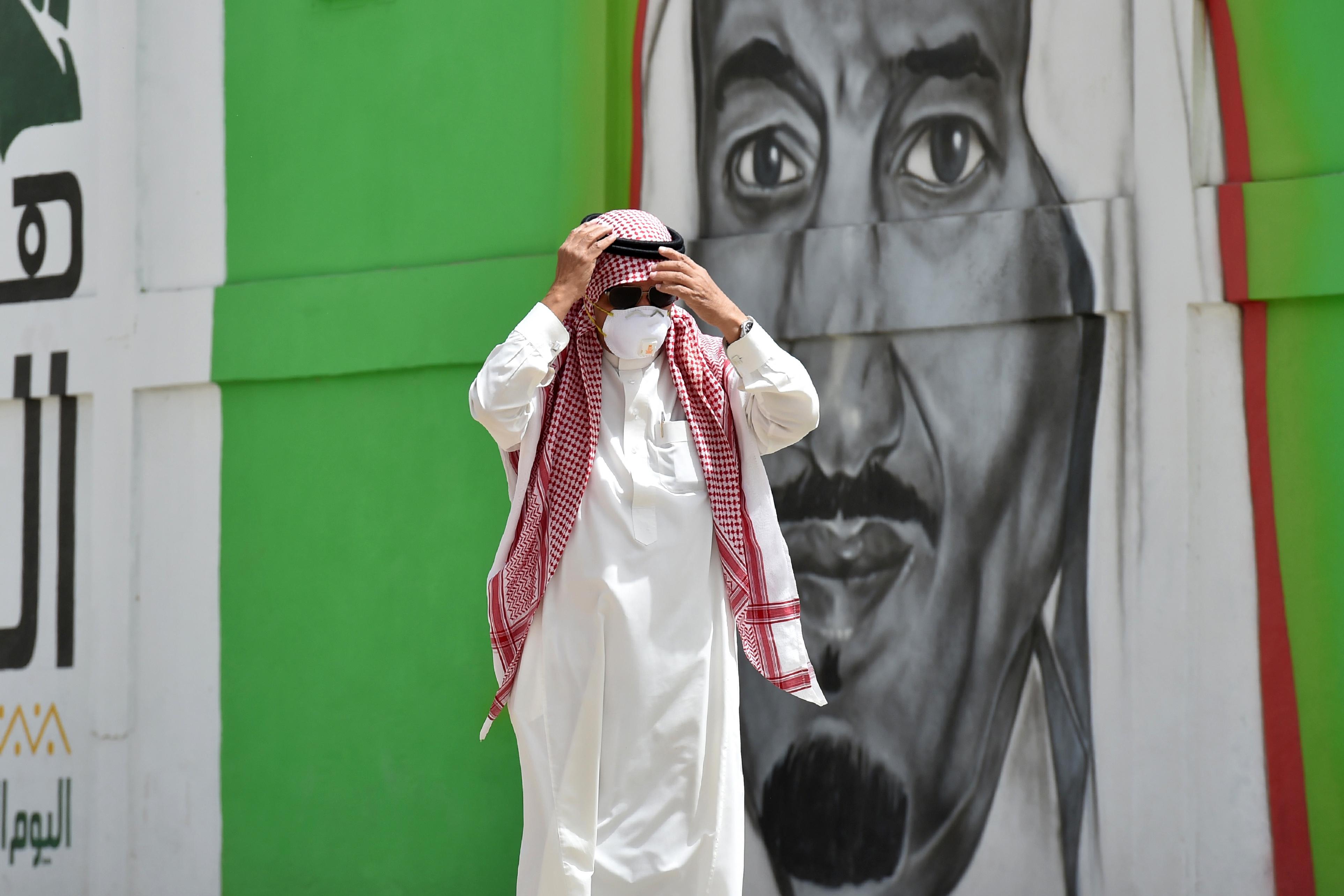 قيدت المملكة السعودية السفر، وعلقت مناسك العمرة والحج إلى إشعار آخر