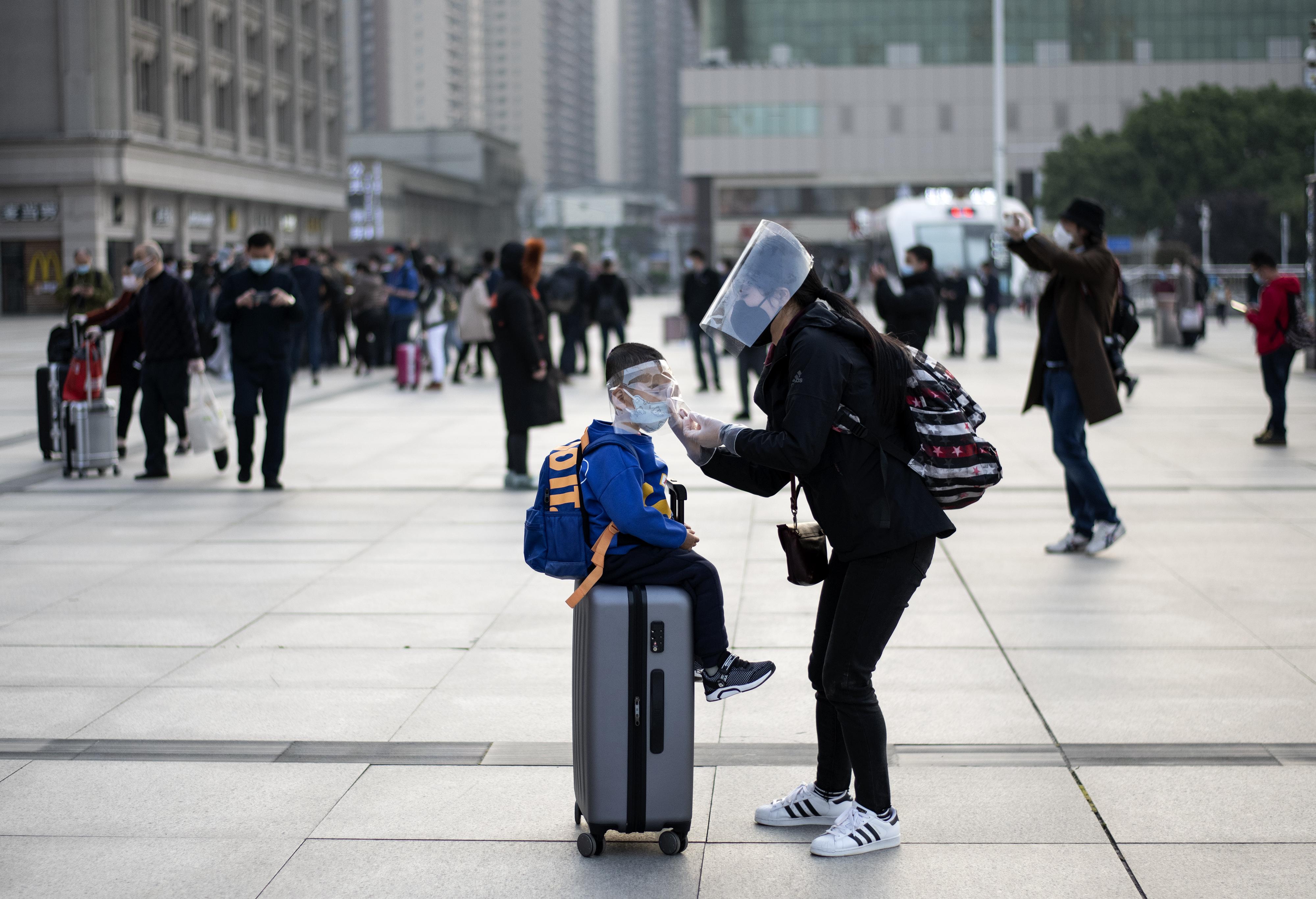إحدى السيدات تقول إنها علقت في ووهان وابنتها بقيت وحيدة  76 يوما في مدينة أخرى