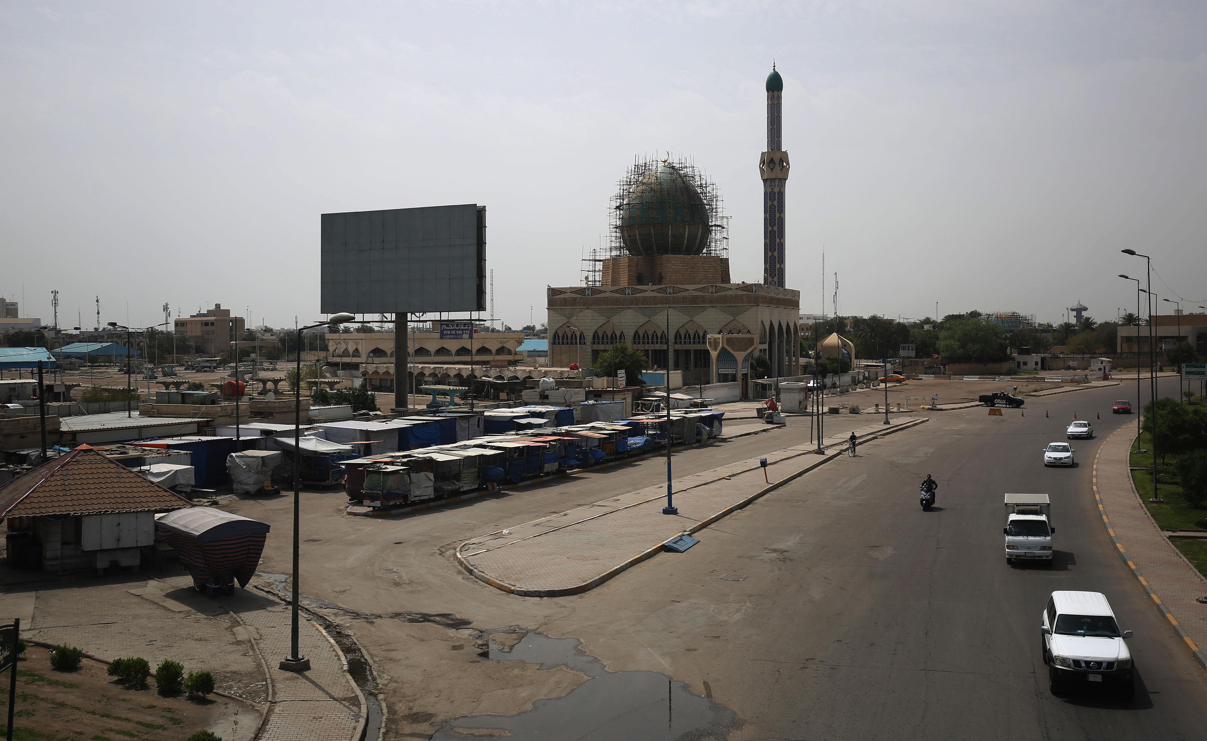 العاصمة العراقية بغداد شبه خالية نتيجة اجراءات الحكومة الرامية للحد من انتشار فيروس كورونا المستجد