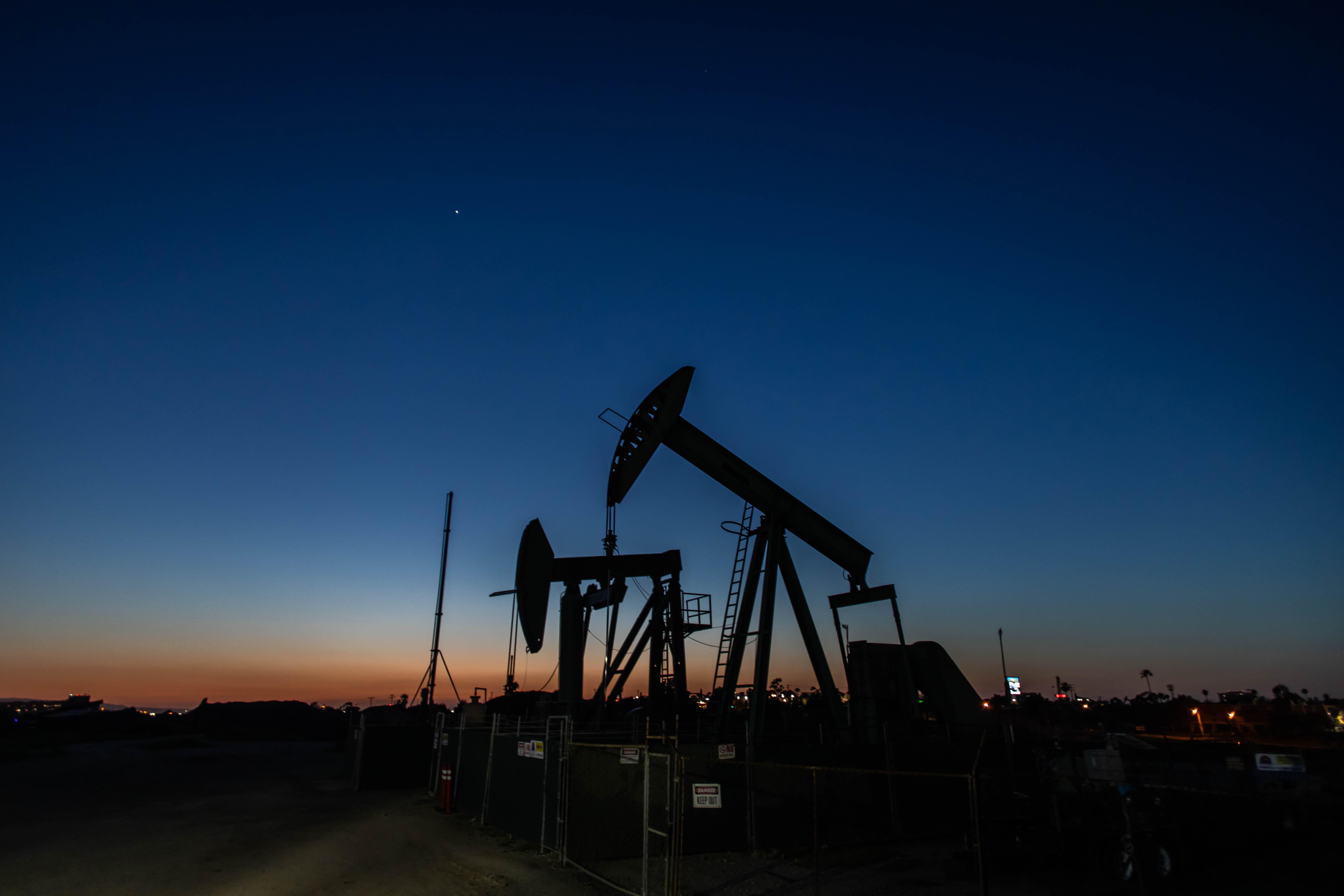 مخزون النفط.. أسباب الارتفاع الكبير ومستقبل الأسعار   الحرة