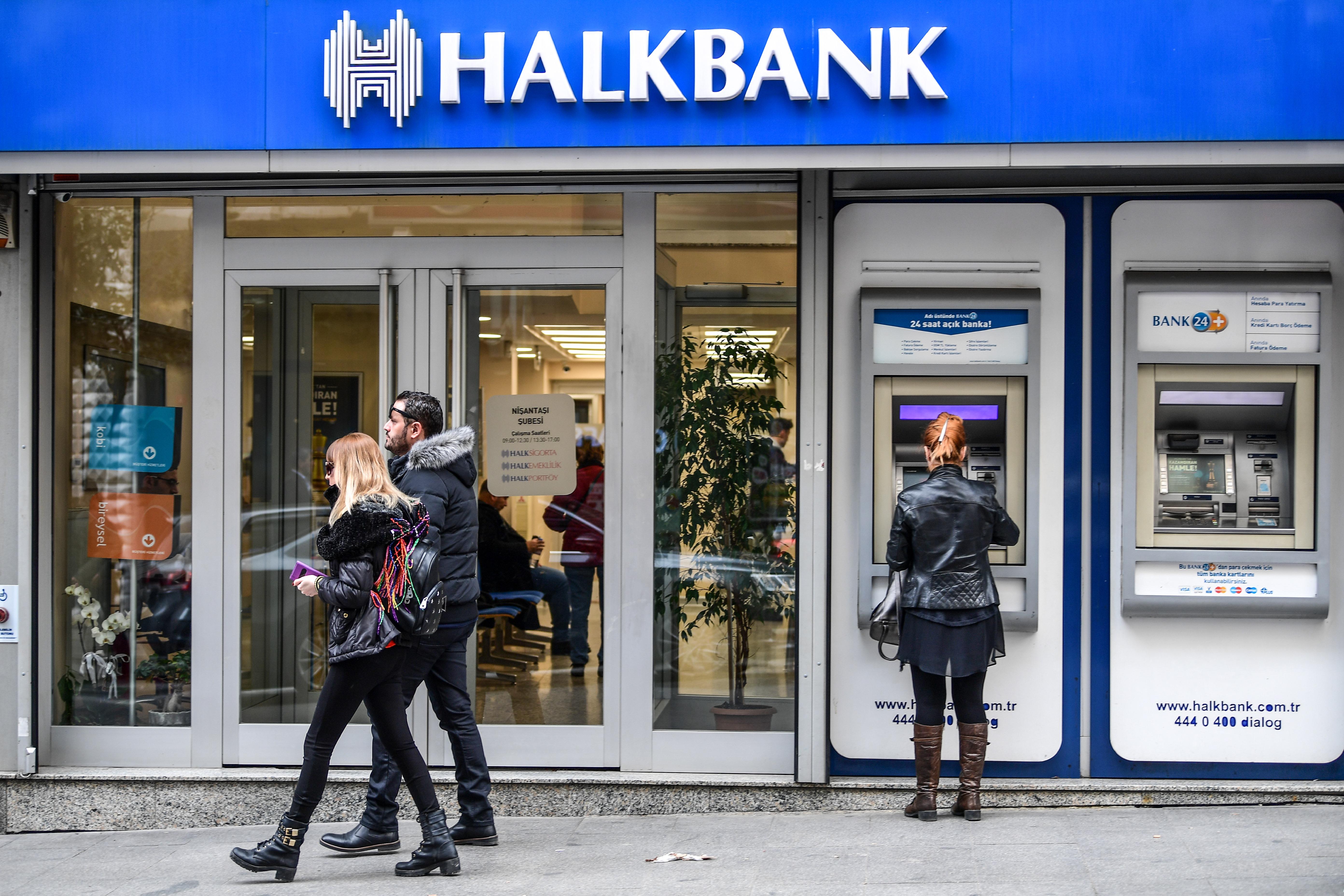 أحد مقار بنك خلق التركي