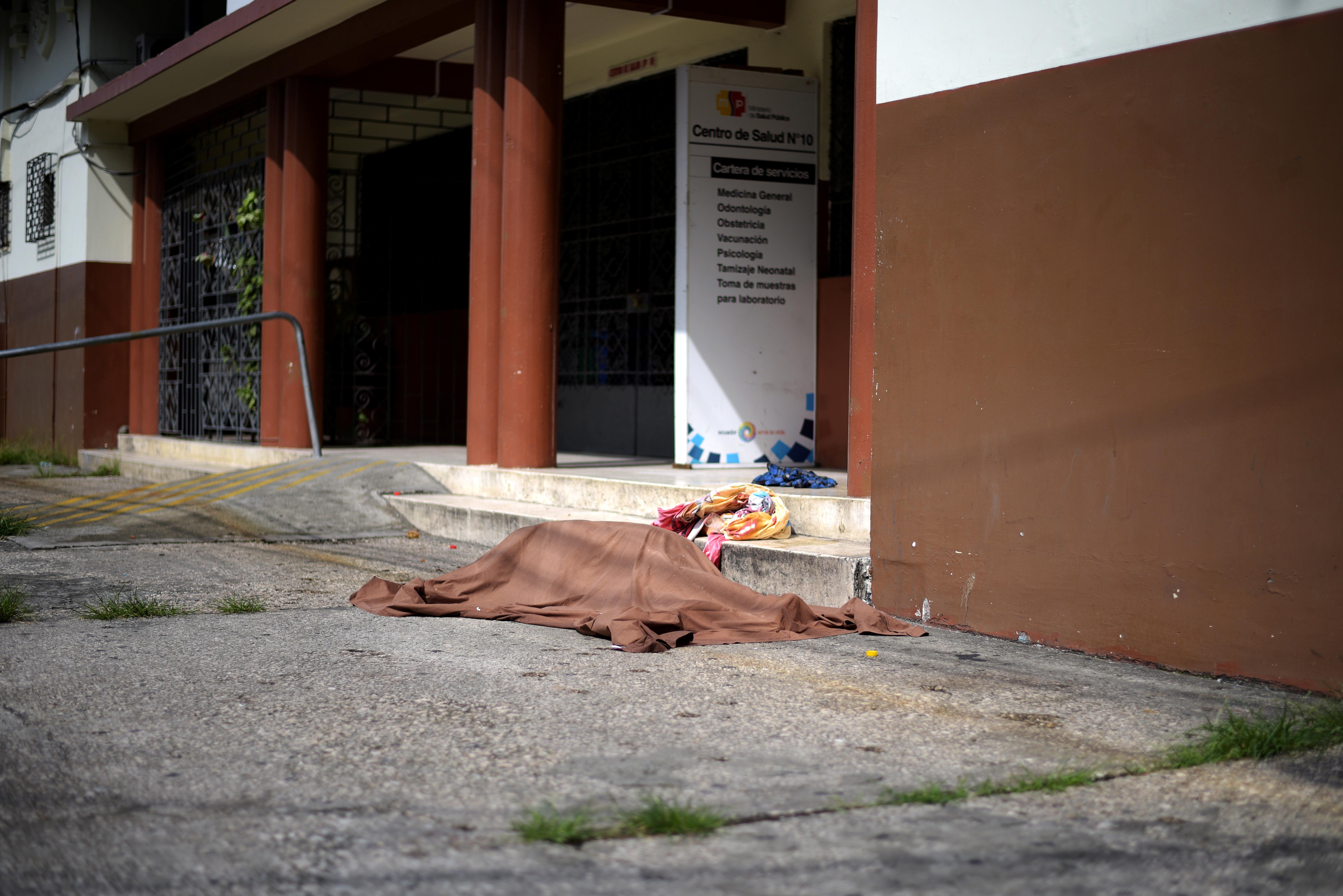 جثة ملقاة أمام مدخل إحدى المستشفيات بالإكوادور
