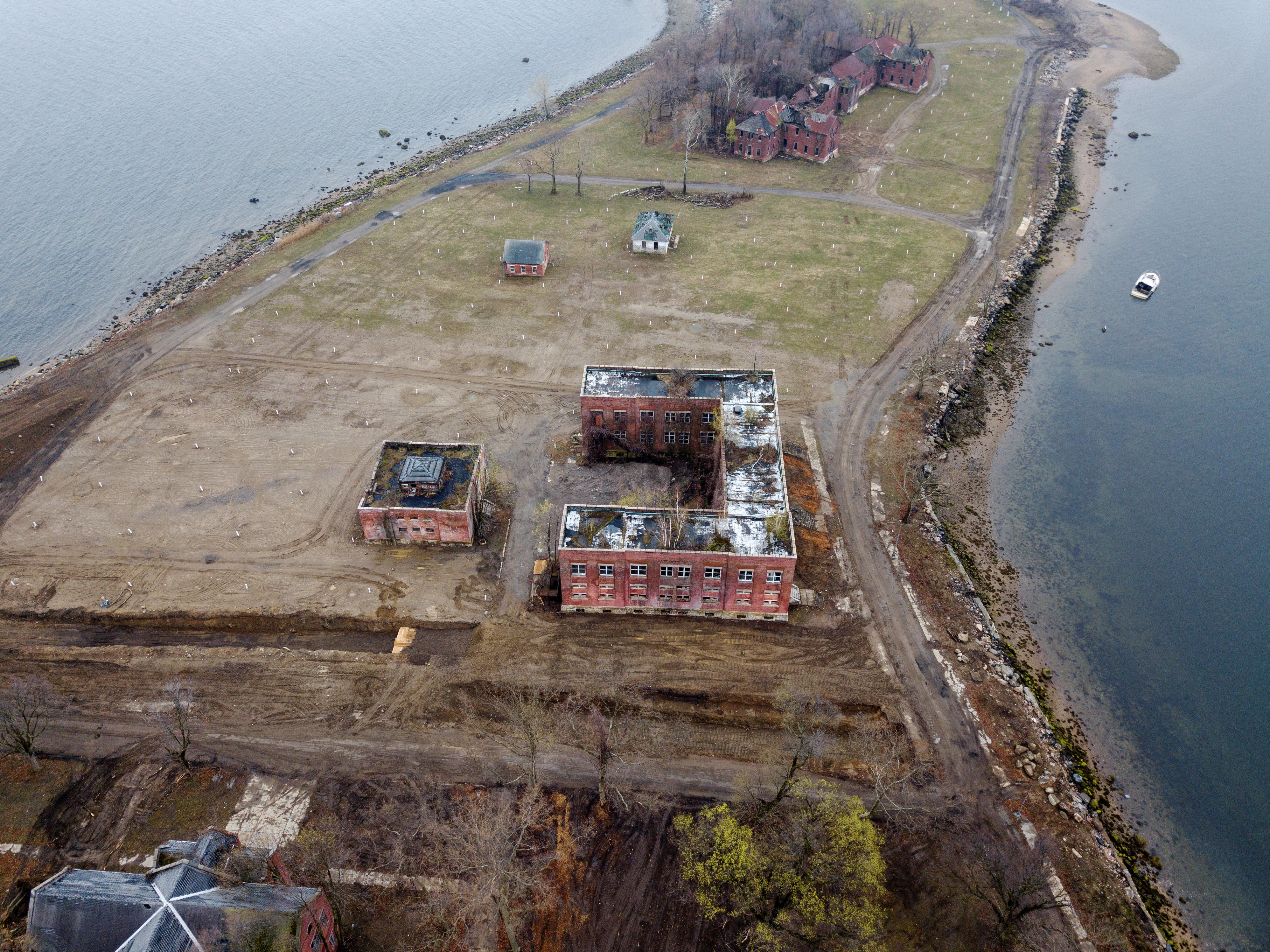 تحتل مقبرة مدينة نيويورك في جزيرة هارت أكثر من 53 ألف هكتار
