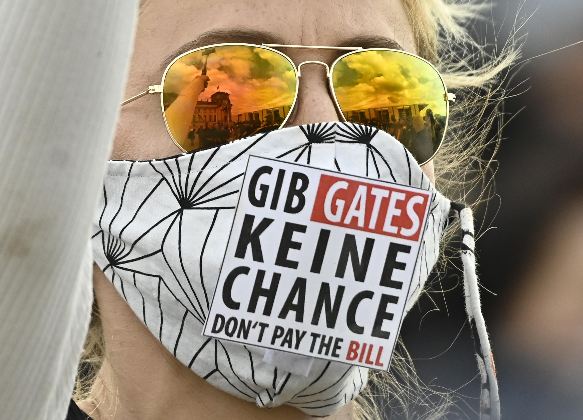 هل سيستخدم بيل غيتس لقاح كورونا لزرع شرائح إلكترونية؟   الحرة