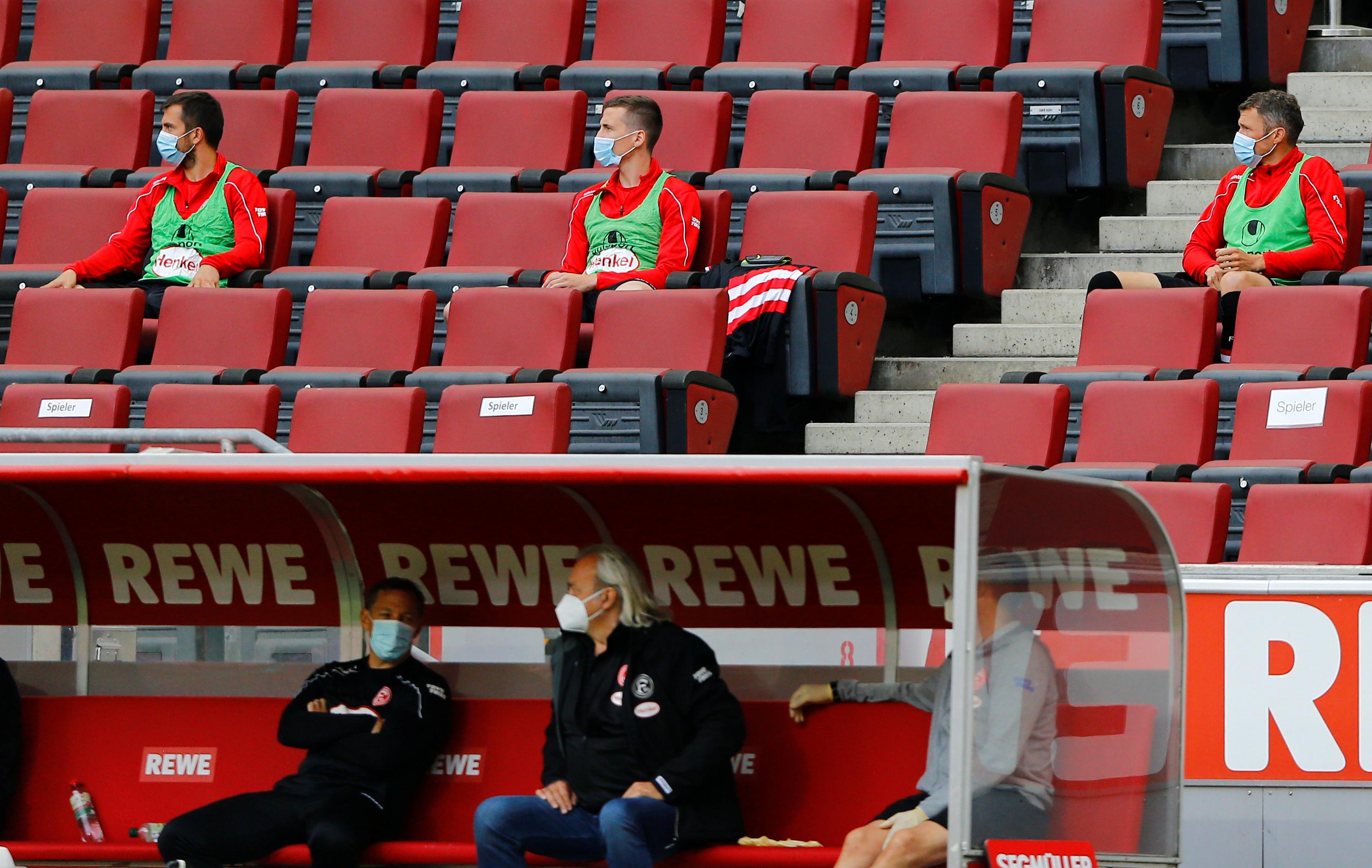 الدوري الألماني أول بطولة كبرى تستأنف نشاطها في الأسبوع الماضي لكن بدون جمهور وخلف أبواب مغلقة