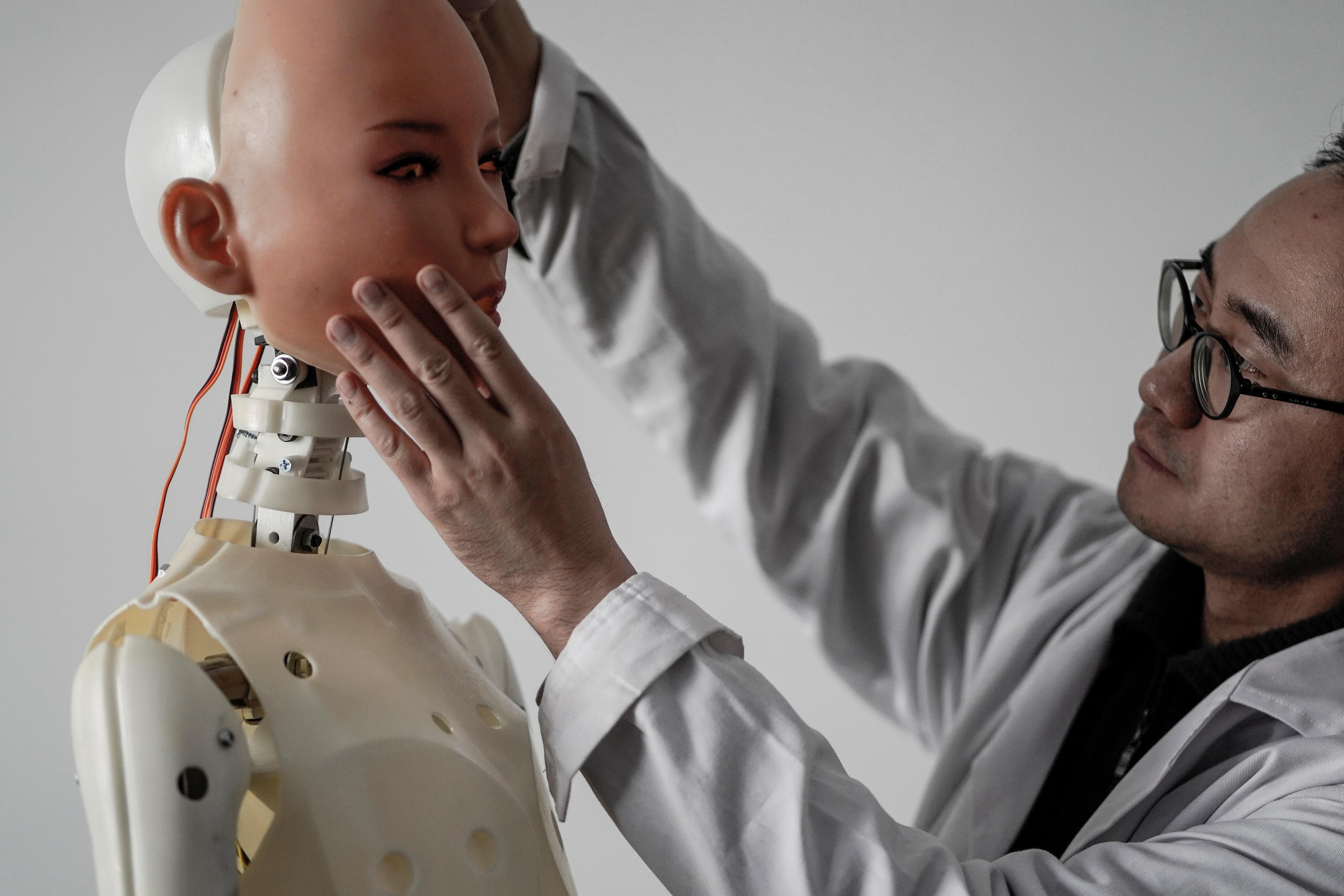 دراسة تكشف نتائج صادمة عن مواقف الرجال والنساء من الروبوتات الجنسية   الحرة