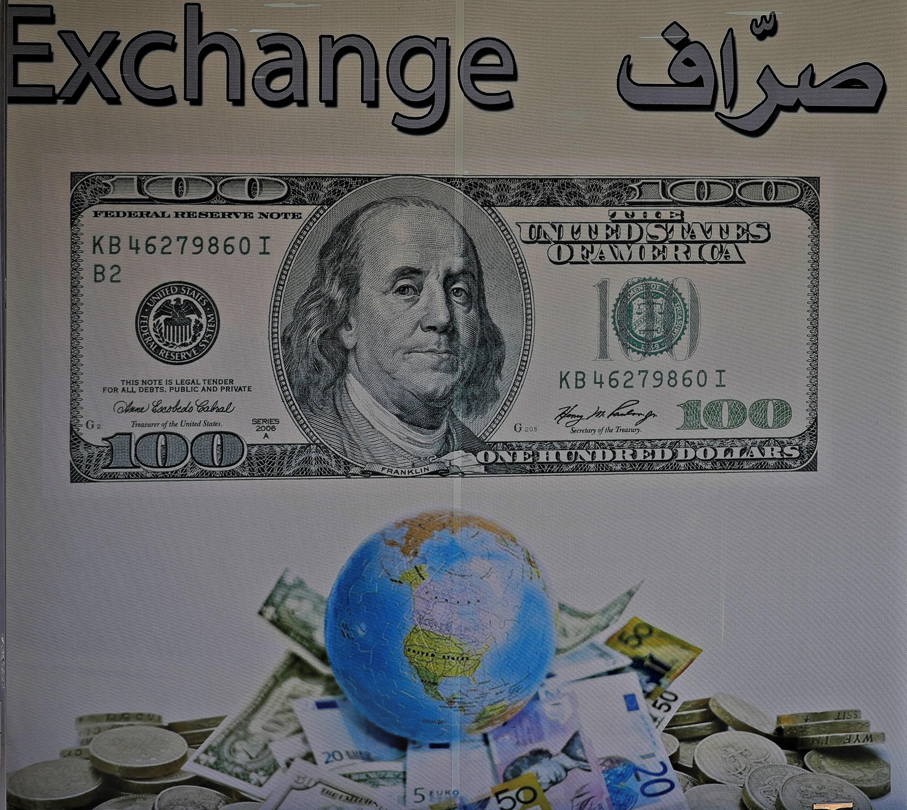 يقول خبراء لبنانيون إن حزب الله يهرب الدولار والعملات الأجنبية  بين لبنان وسوريا