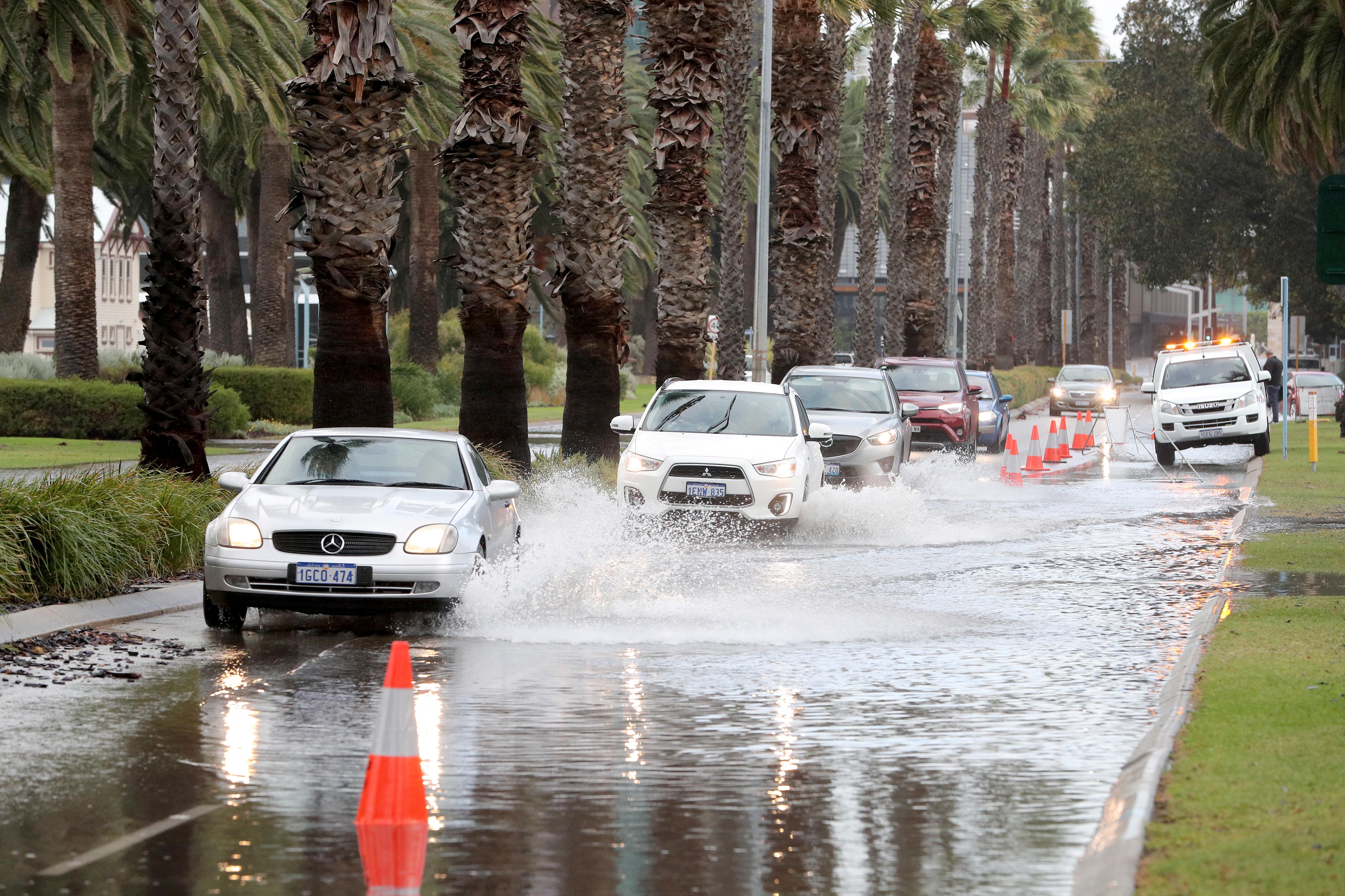 أمطار غزيرة مصاحبة لعاصفة قوية تضرب أستراليا