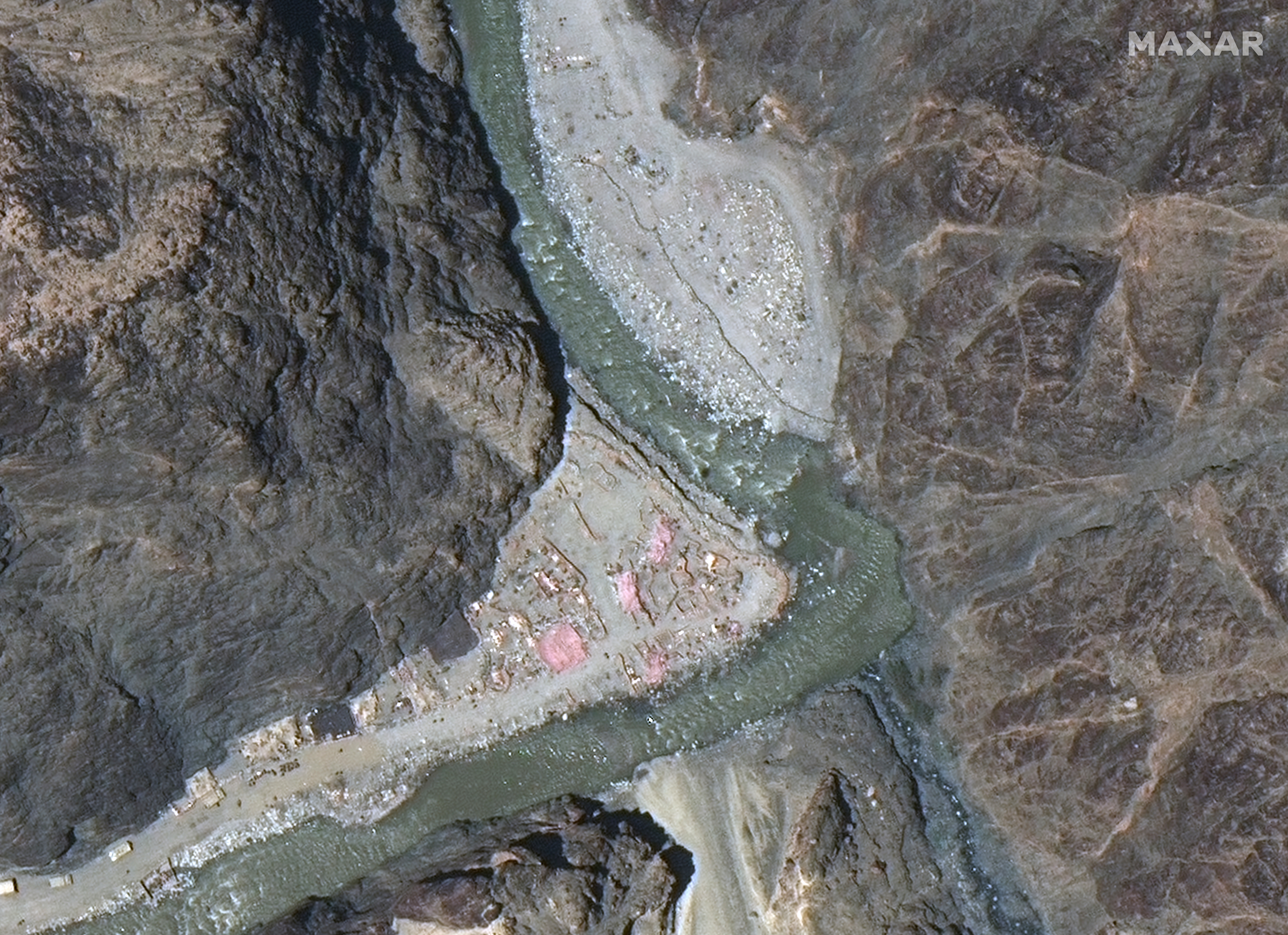 صور فضائية تظهر منشآت جديدة صينية قرب الحدود مع الهند
