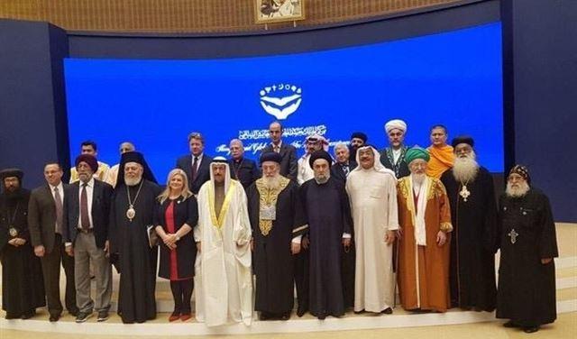 الصورة التي ظهر فيها الامين في ختام المؤتمر