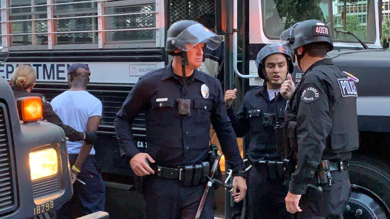 الشرطة الأميركية تعتقل 58 شخصا في لوس أنجلوس كسروا حظر التجول