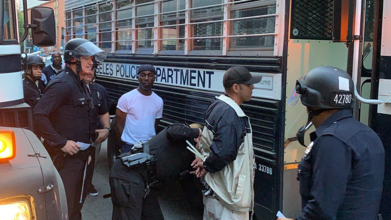 اعتقال 58 شخصا في لوس أنجلوس بتهمة خرق حظر التجول