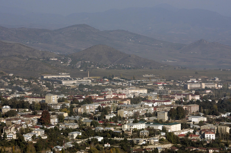اتهامات متبادلة بين أرمينيا وأذربيجان حول هجمات متبادلة على الحدود. أرشيفية