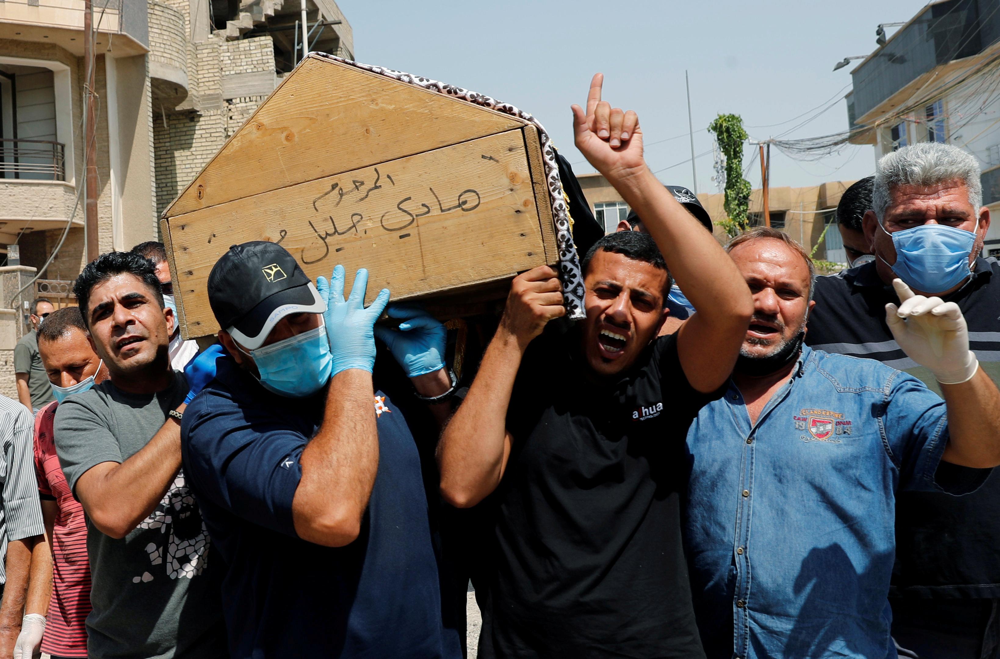 تشييع جثمان هشام الهاشمي من منزله وسط بغداد
