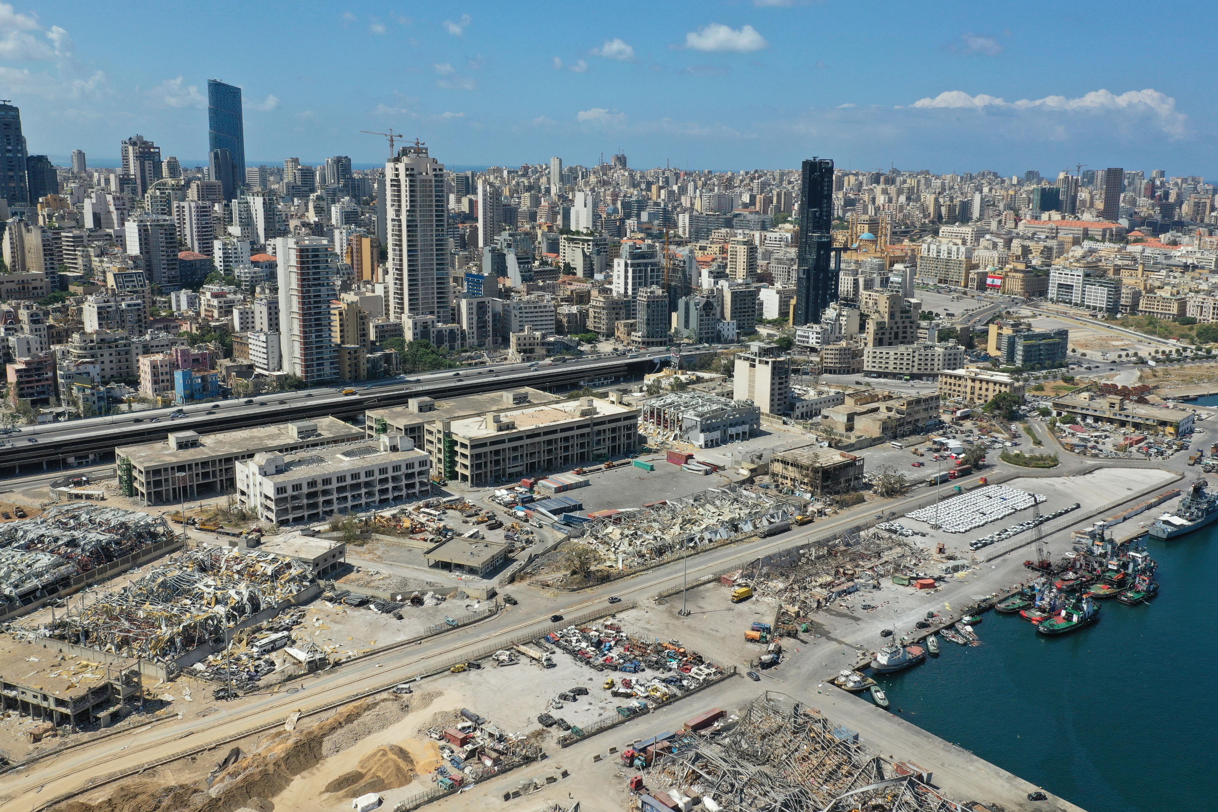 انفجار بيروت دمر مبان ومنازل وشرد أكثر من 300 ألف شخص بعد مقتل أكثر من 150 وإصابة نحو ستة آلاف