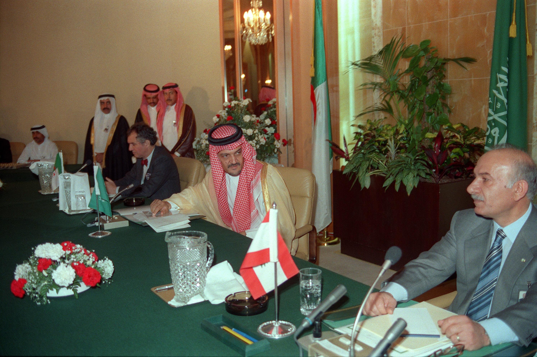 اتفاق الطائف في السعودية أنهى الحرب الأهلية اللبنانية.