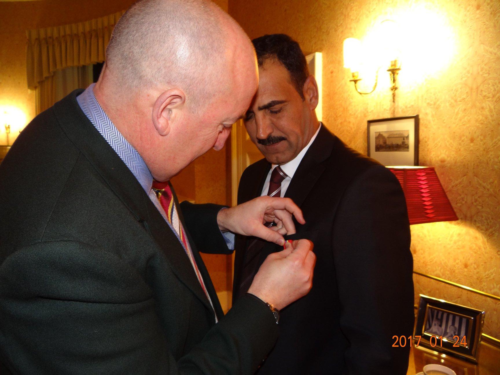 """الزهيري يتلقى وسام """"التفوق"""" من كلية ساند هيرست العسكرية"""