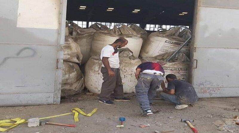 صورة العمال انتشرت على مواقع التواصل.