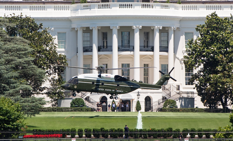 في 1957 أول مرة استخدمت طائرات مارين ون لنقل الرئيس الأميركي