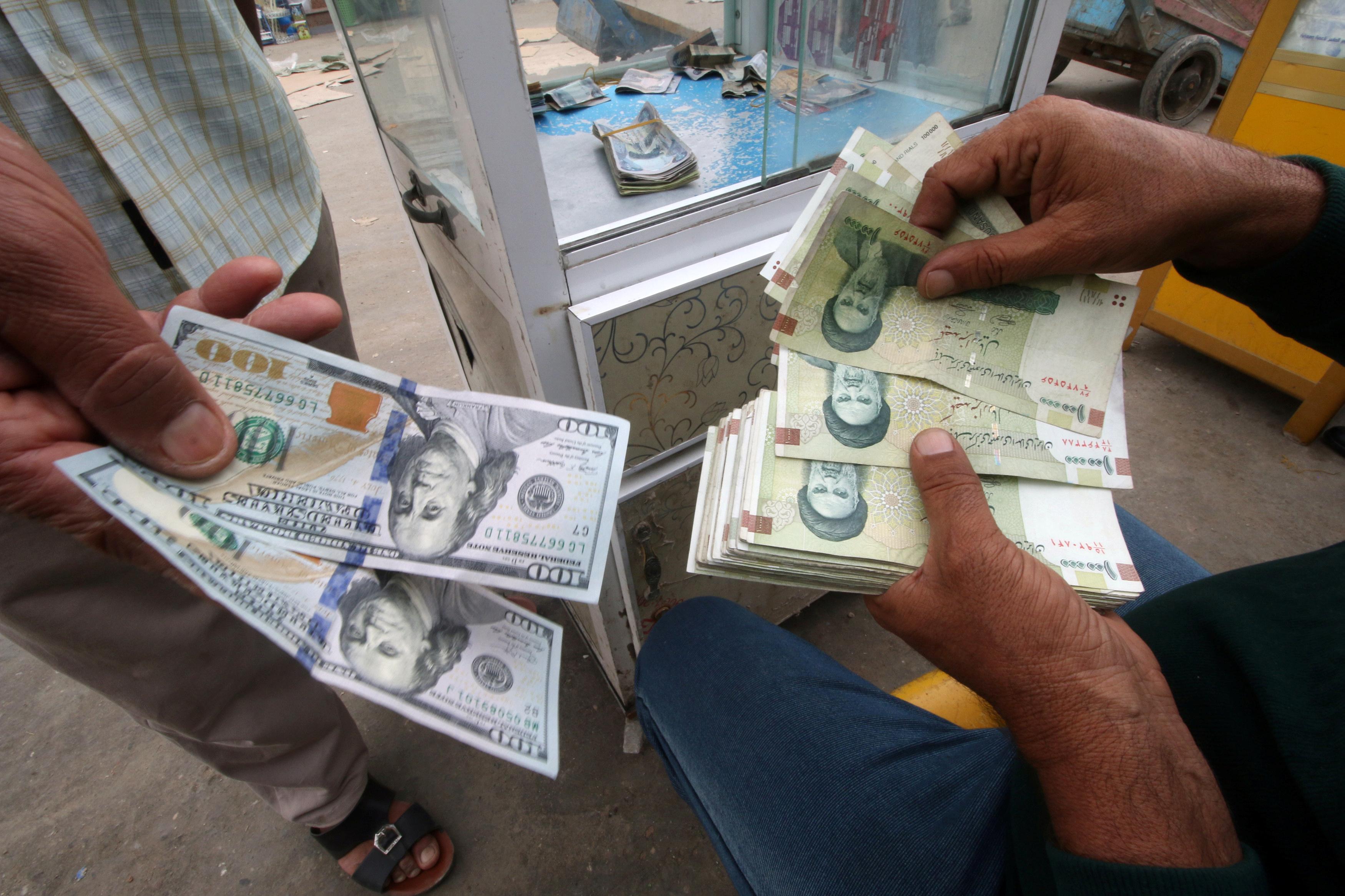 تتسرب كميات كبيرة من الاموال العراقية إلى إيران وتركيا