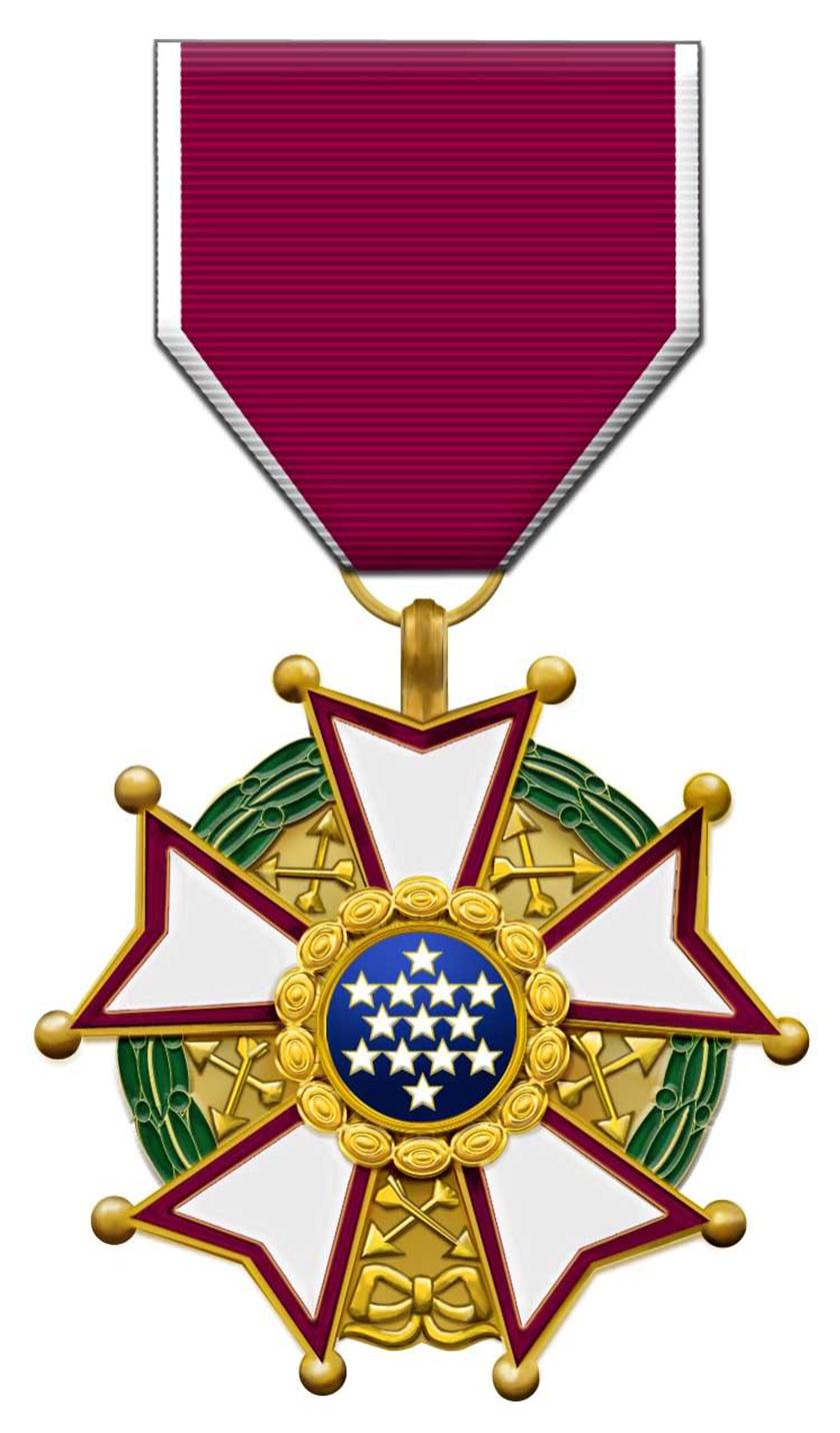 الملك عبد العزيز آل سعود.. هو أول زعيم عربي ينال وسام الاستحقاق الأميركي
