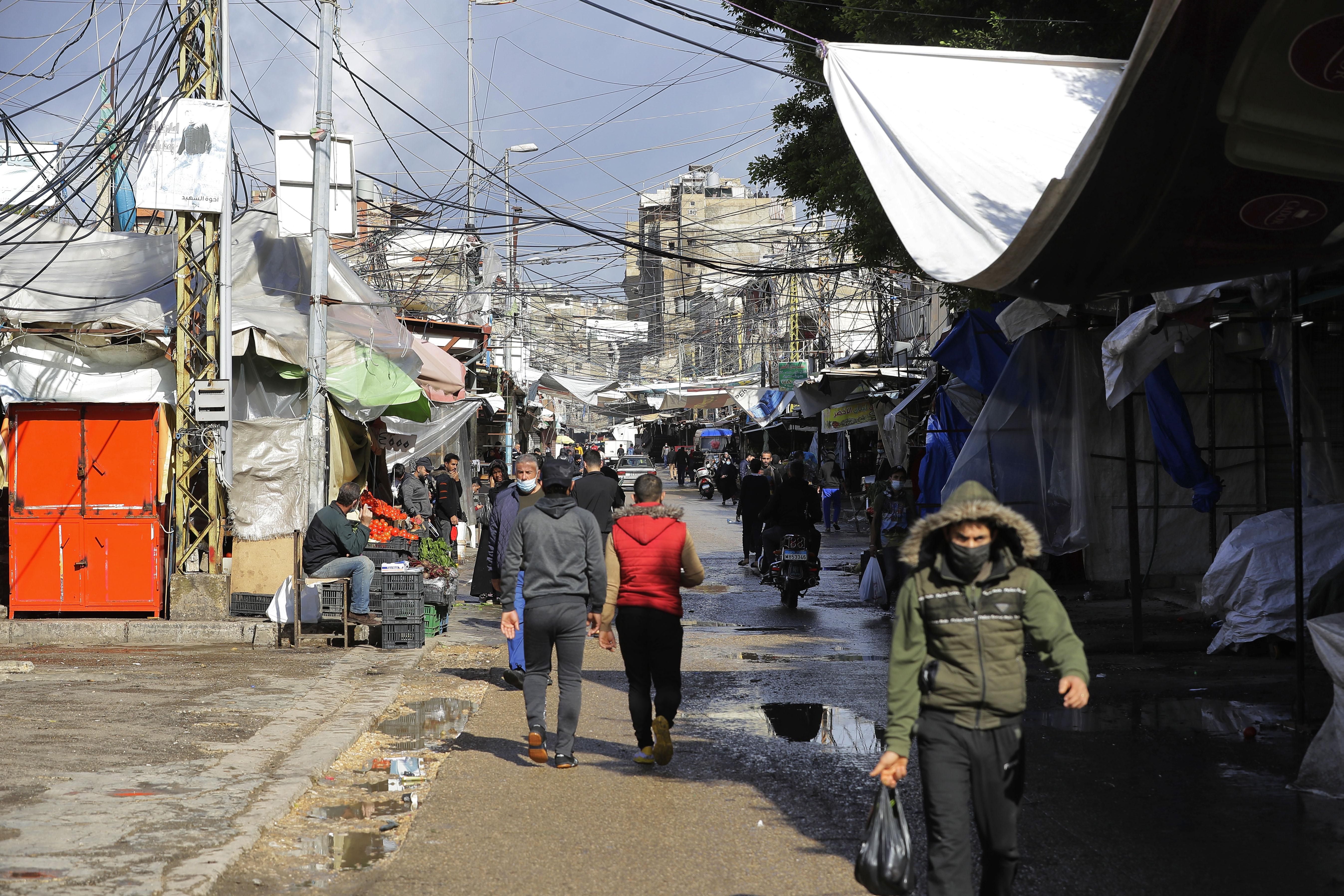 في لبنان سكان يخافون الفقر والعوز أكثر من الإصابة بكوفيد-19