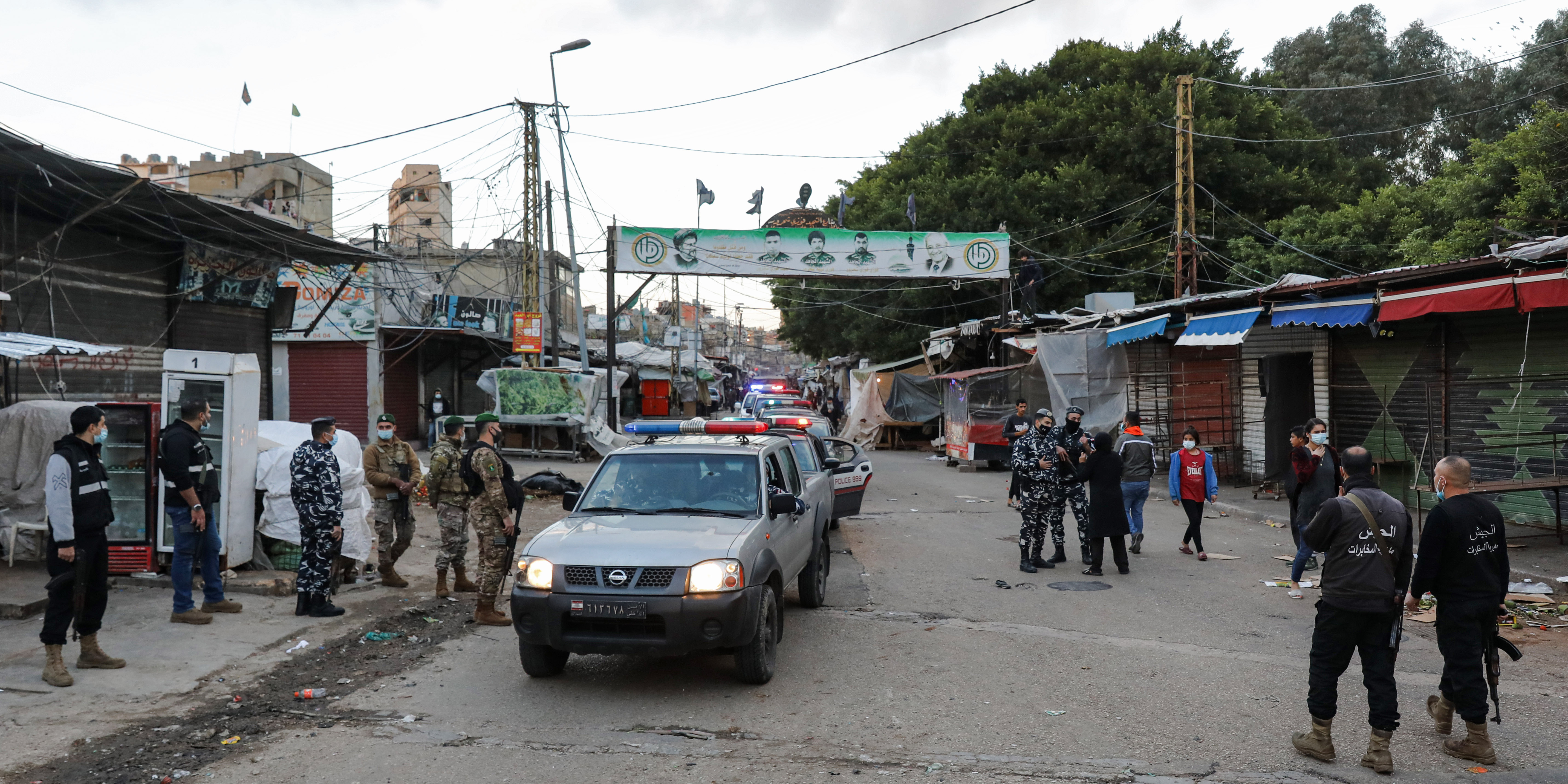 الأحياء الفقيرة لا تلتزم بإجراءات الإغلاق بسبب العوز والشرطة تسطر آلاف المحاضر