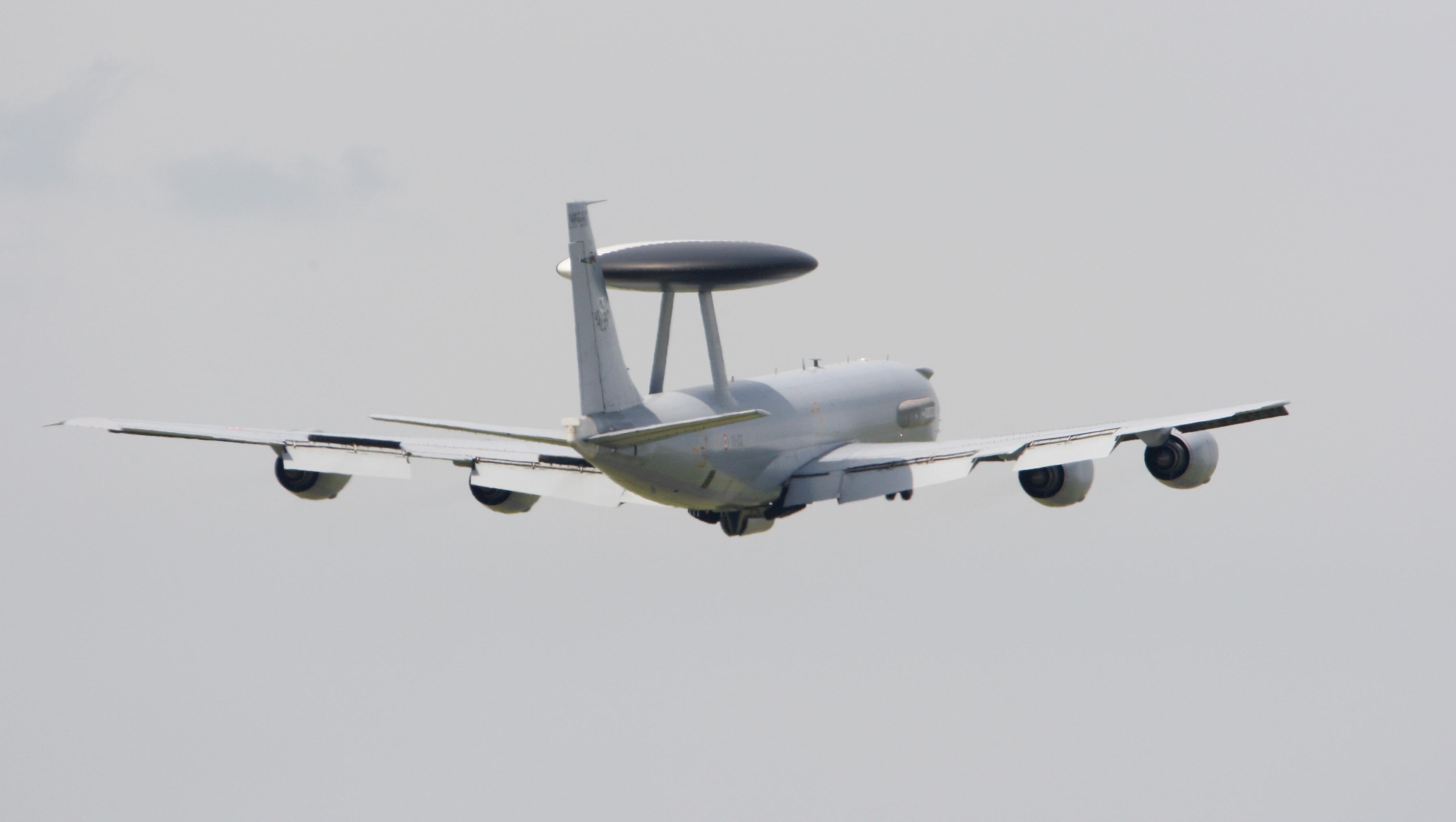 """طائرة من طراز """"بوينغ E-3 سينتري"""""""
