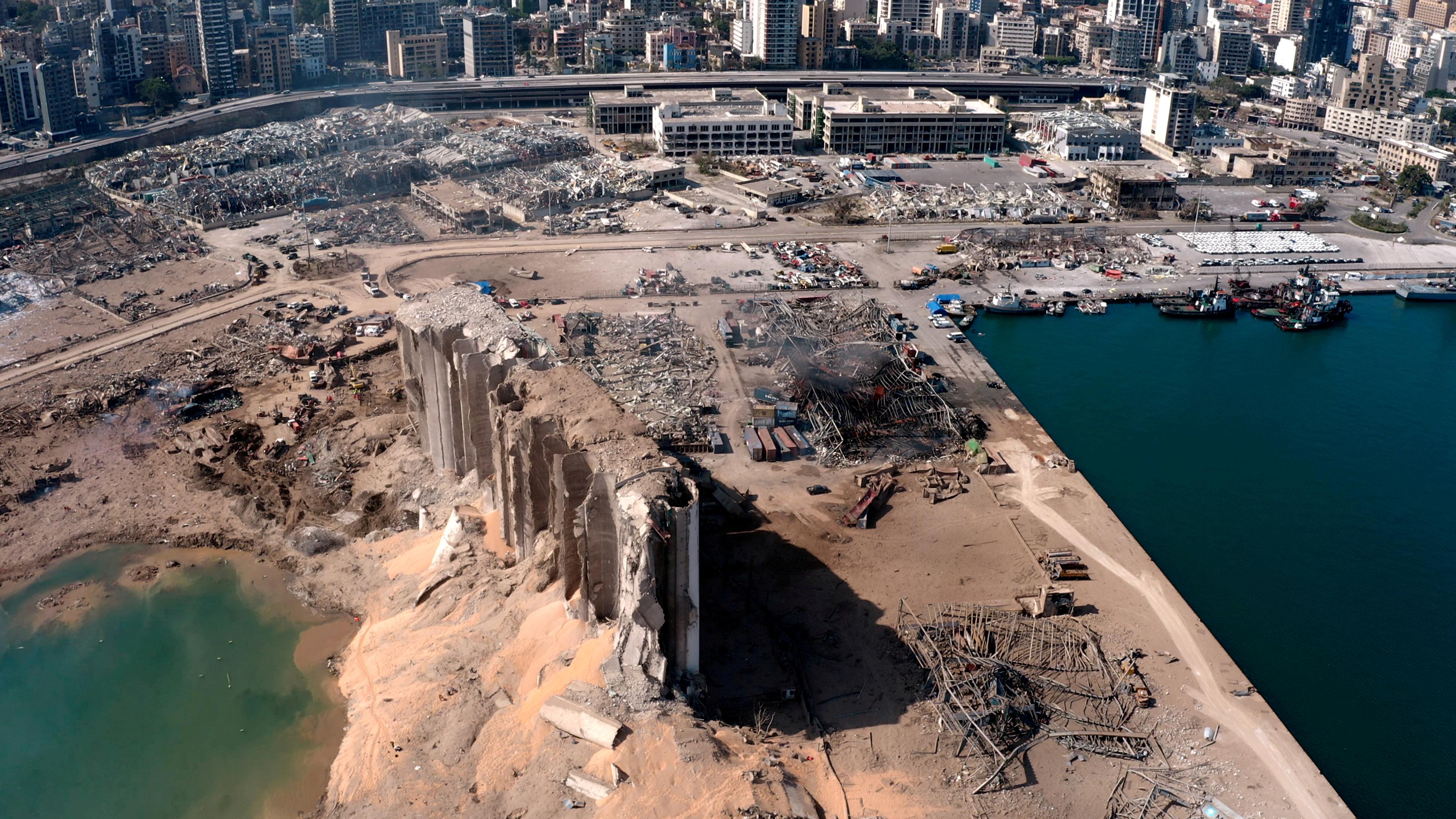 منذ انفجار مرفأ بيروت الكارثي قبل 6 أشهر لم تشكل حكومة إلى الآن