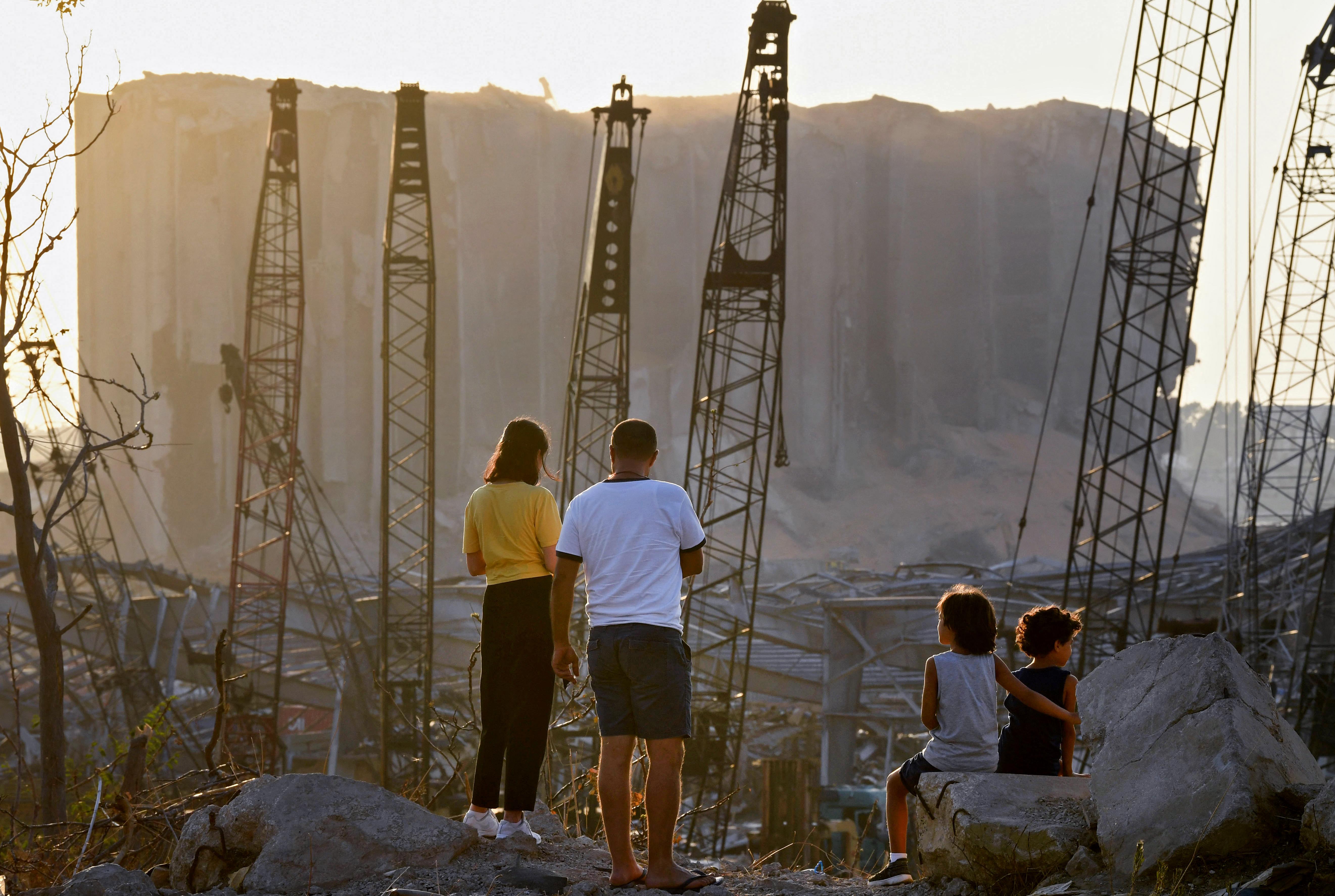 ارتفاع الدولار في لبنان يشغل بال الكبار والصغار. أرشيفية